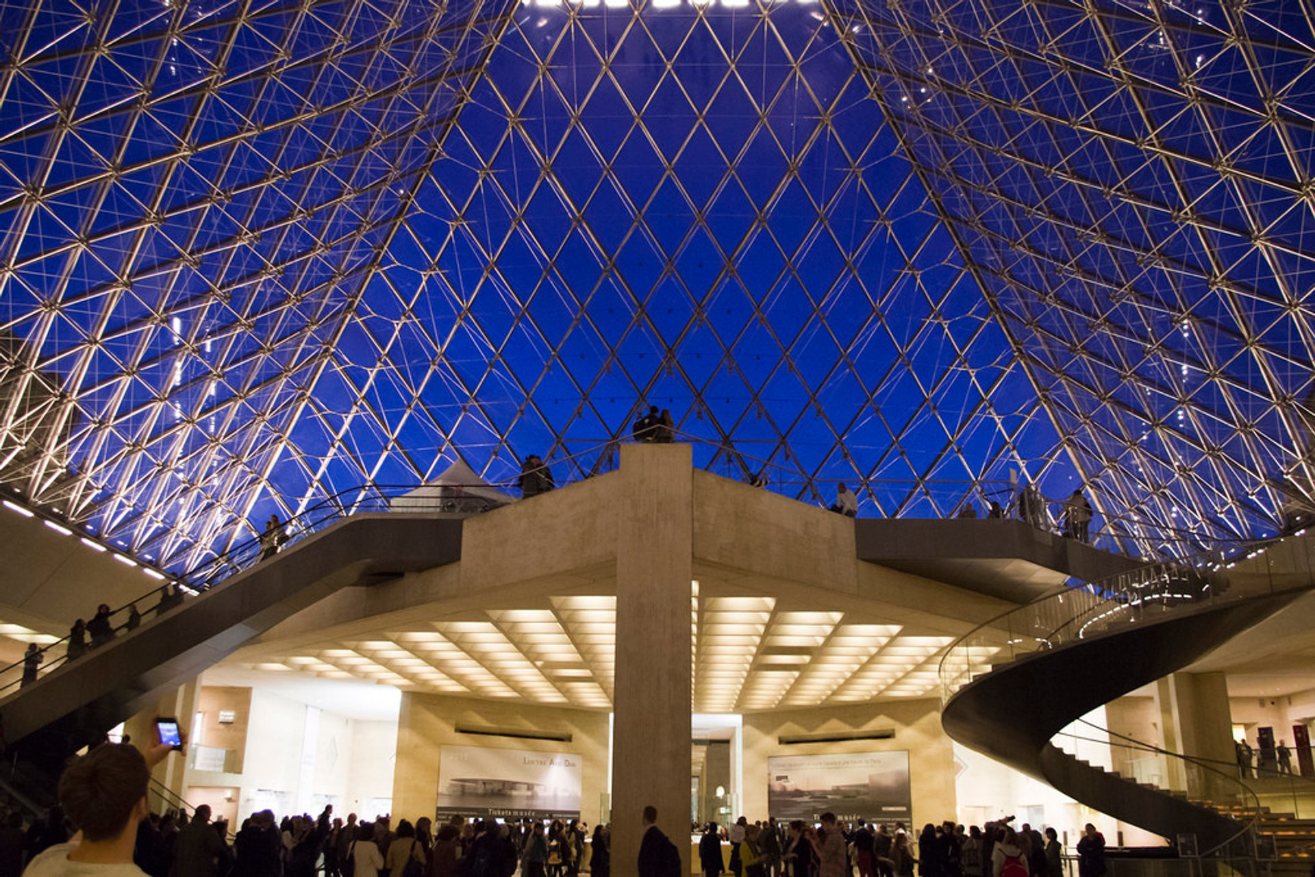 Best time for Louvre with Shorter Queues 2020