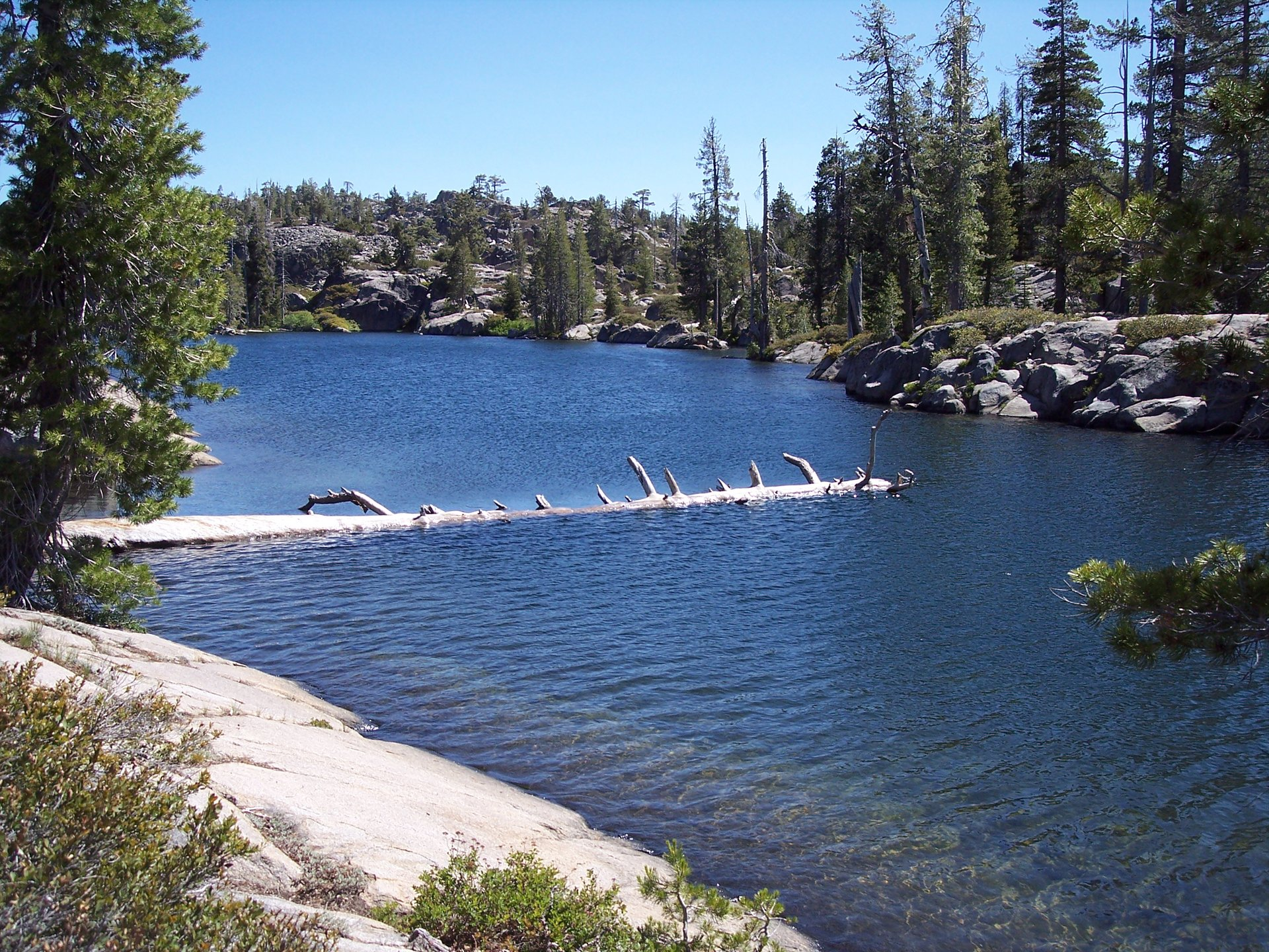 A hike on the Loch Leven Lakes trail in Northern California 2020