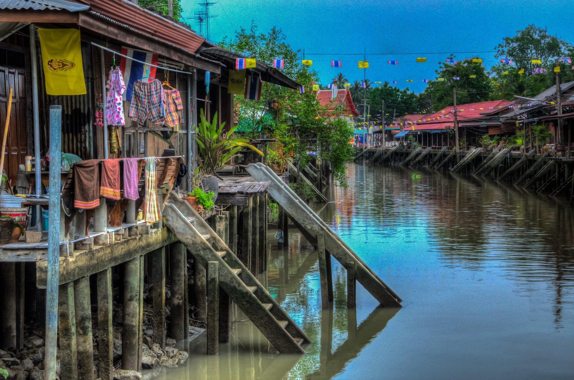 Amphawa Floating Market 2020