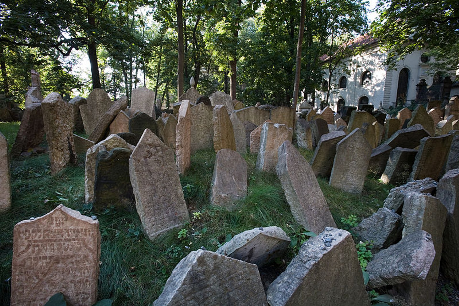Best time to see Old Jewish Cemetery in Prague 2020