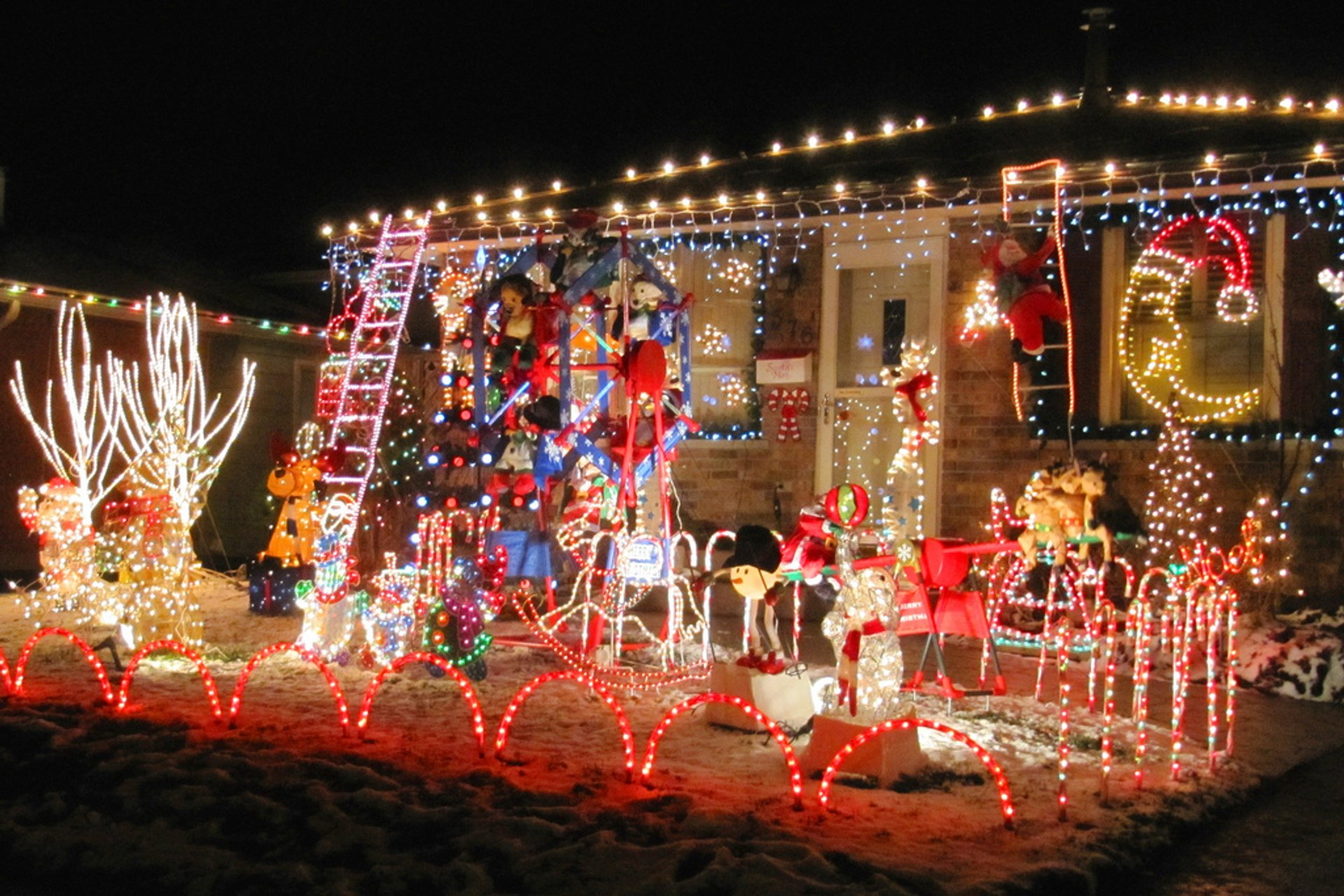 A lovely seasonally-decorated house in London ON 2020
