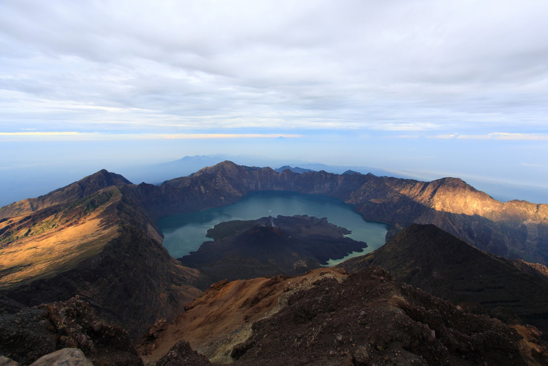 Best time to see Mount Rinjani National Park in Indonesia 2020
