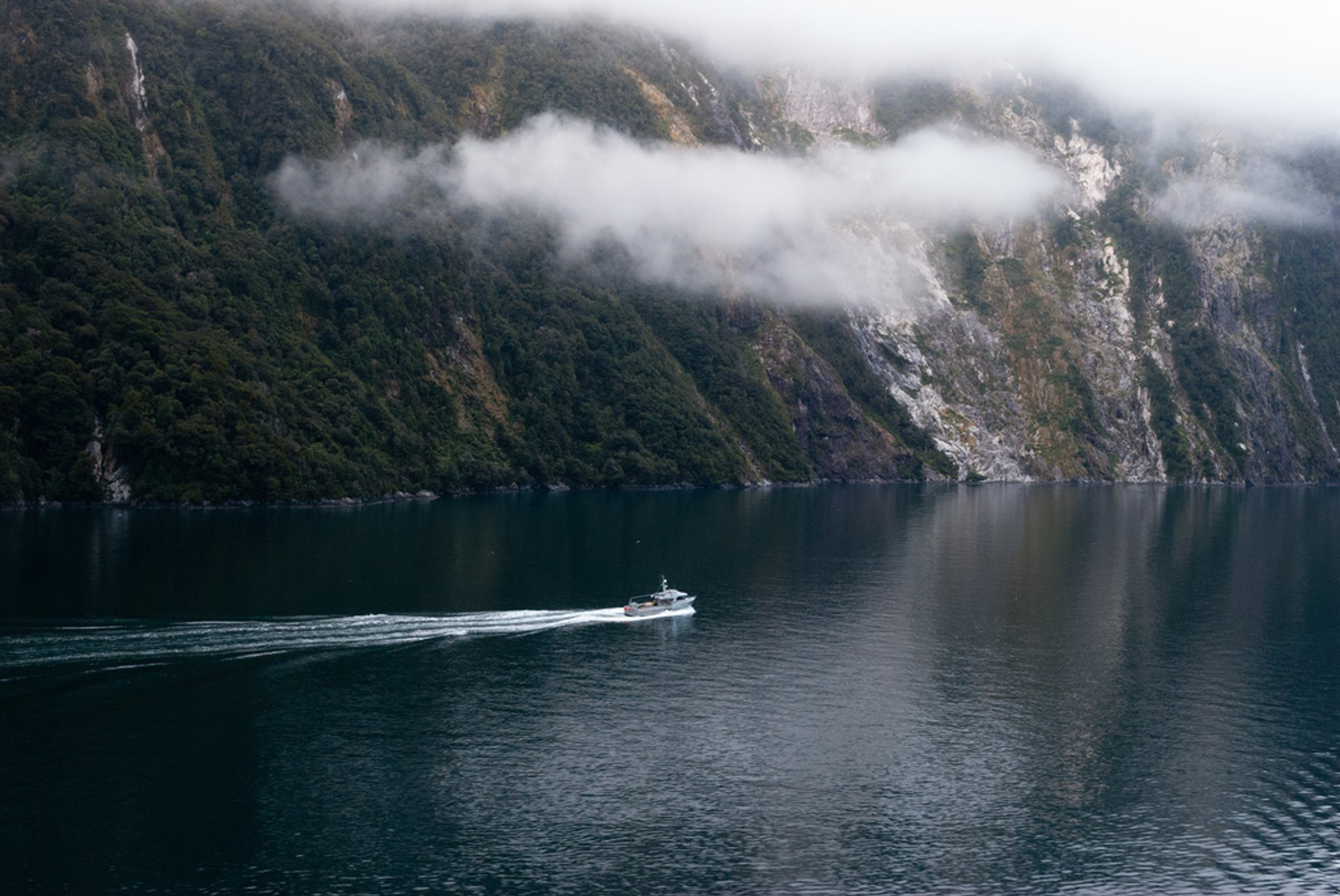 Milford Sound in New Zealand - Best Season 2020