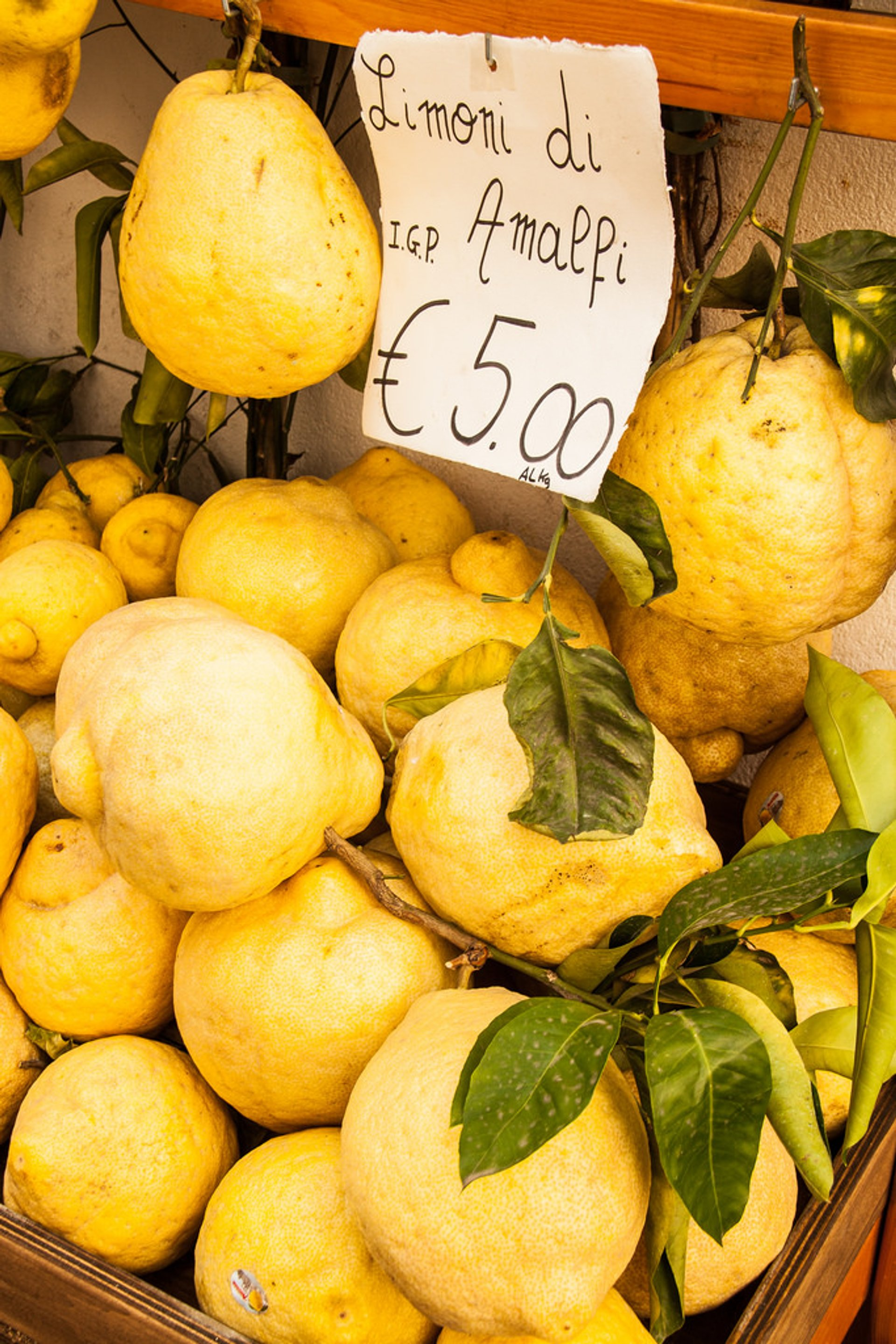 Lemons in Amalfi Coast 2019 - Best Time