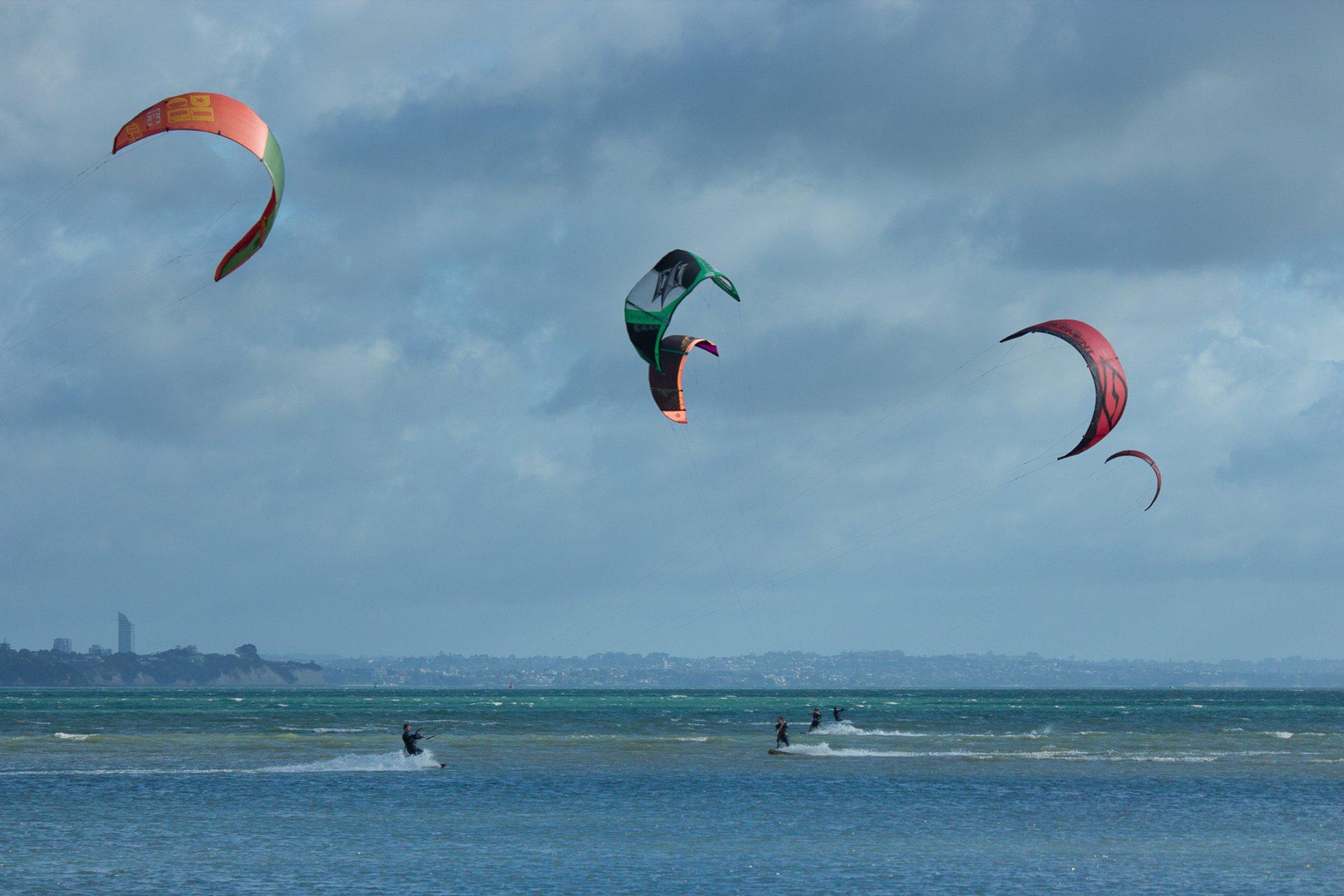 Kitesurfing & Windsurfing in New Zealand 2020 - Best Time