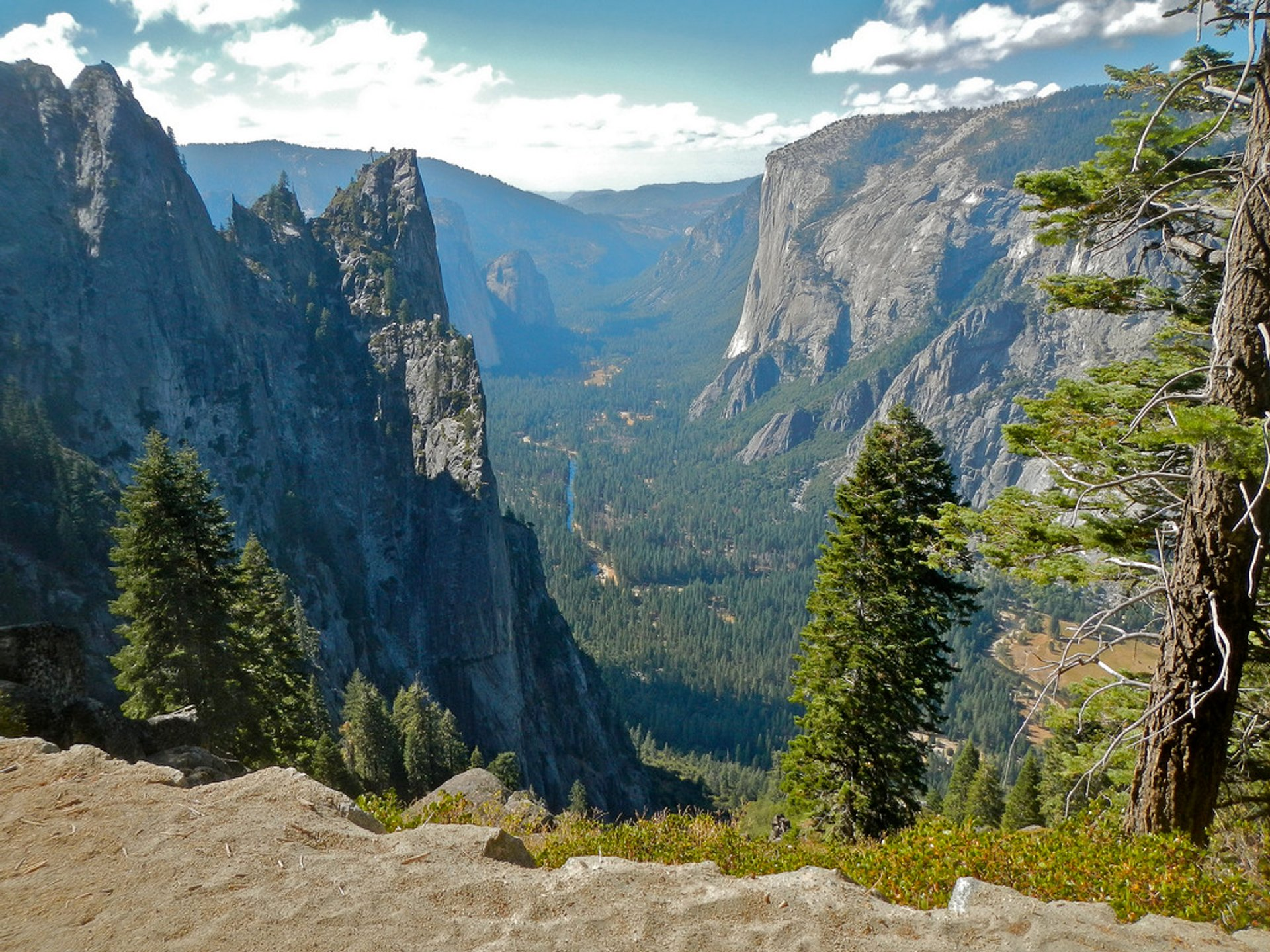 Yosemite National Park, hiking from Glacier Point into the valley. 2020