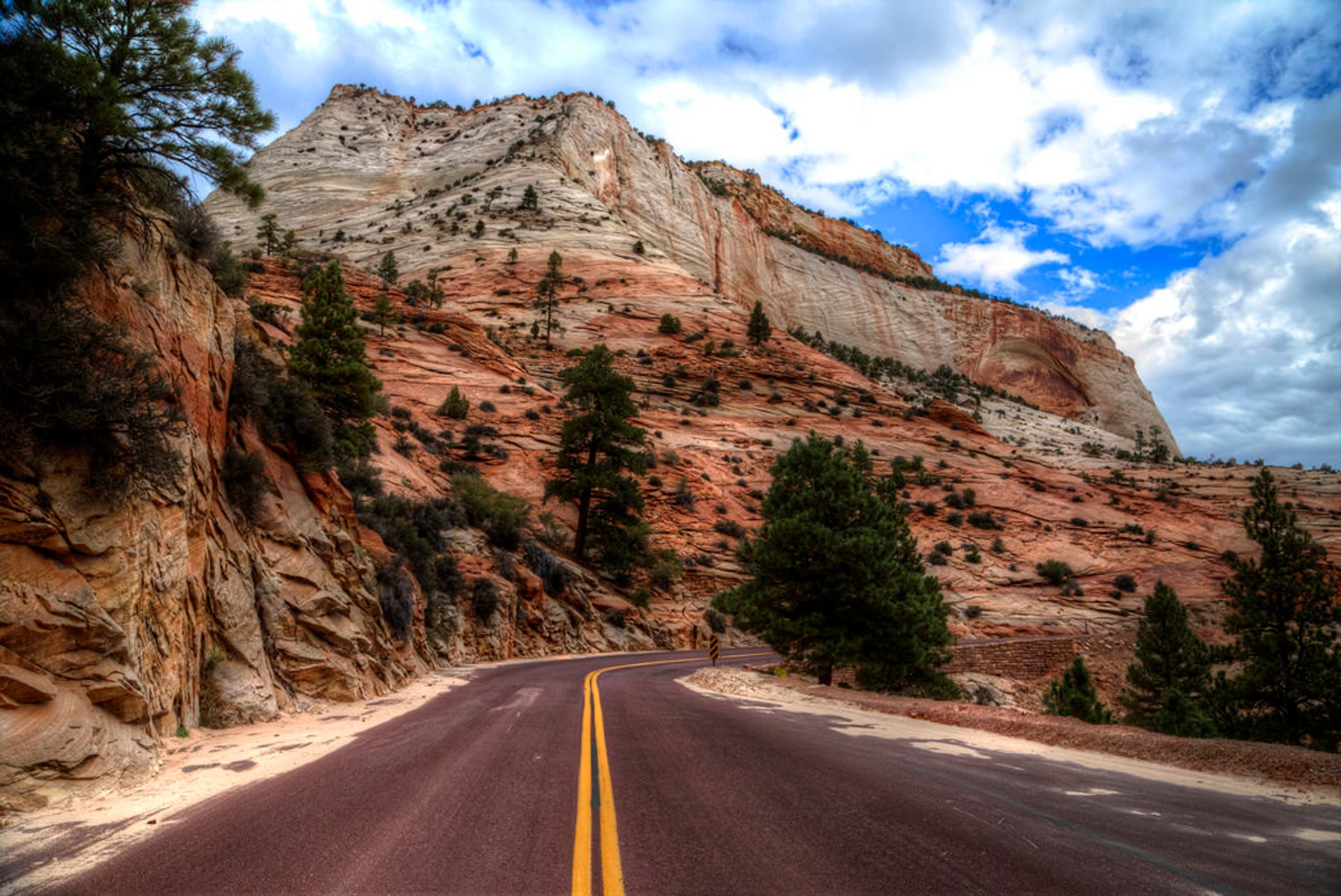 Zion-Mount Carmel Highway in Utah 2019 - Best Time