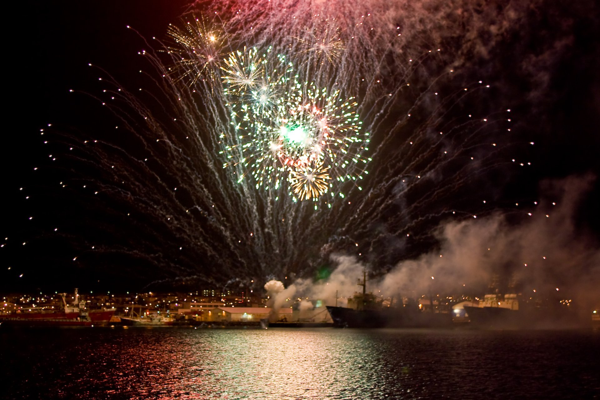 New Year's Eve Fireworks in Reykjavik - Best Season 2020