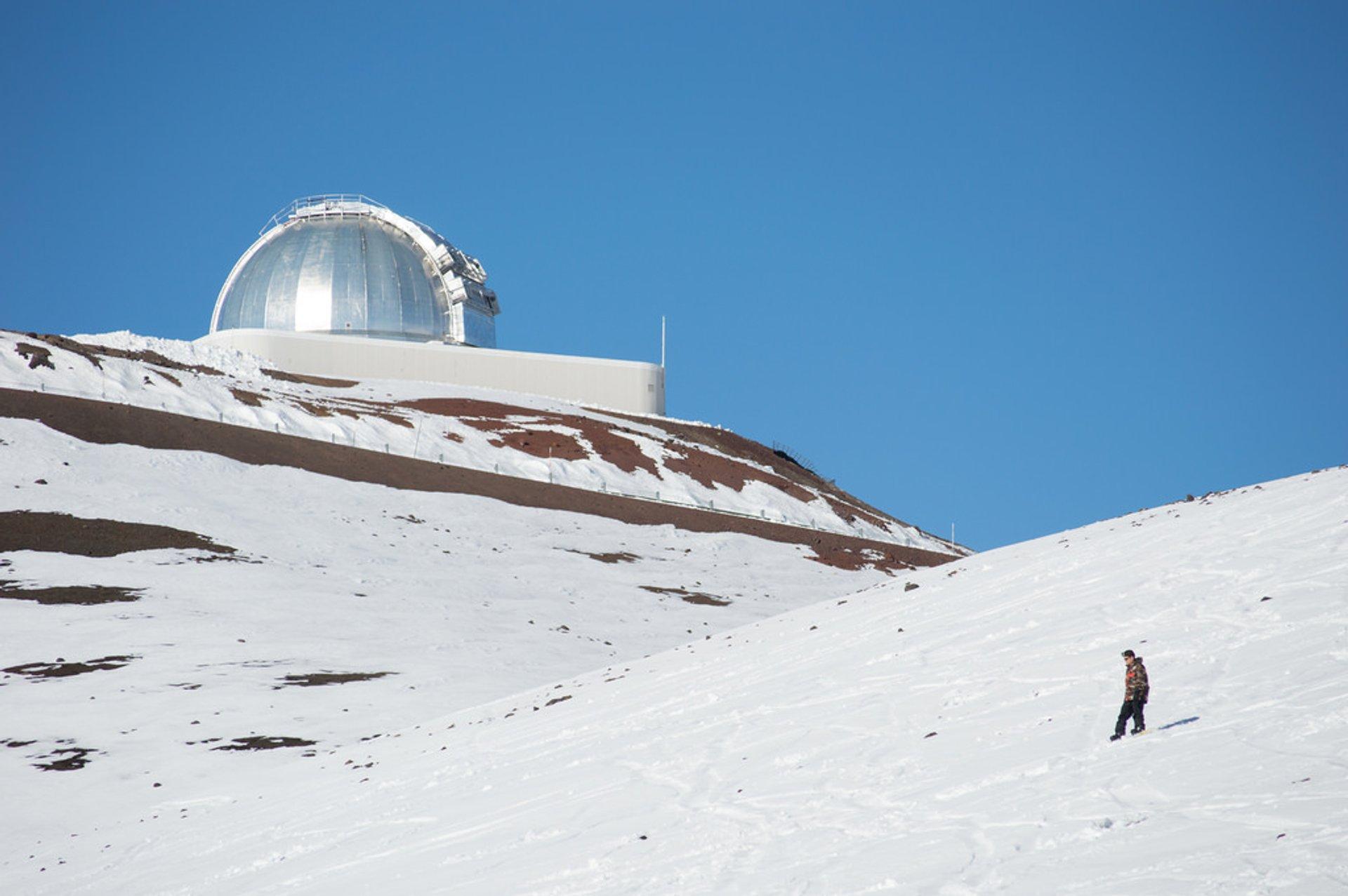 Skiing and Snowboarding Mauna Kea in Hawaii - Best Season 2020