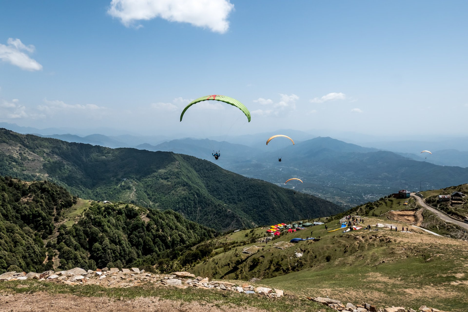 Best time for Paragliding in India 2019 - Best Season & Map - Rove me