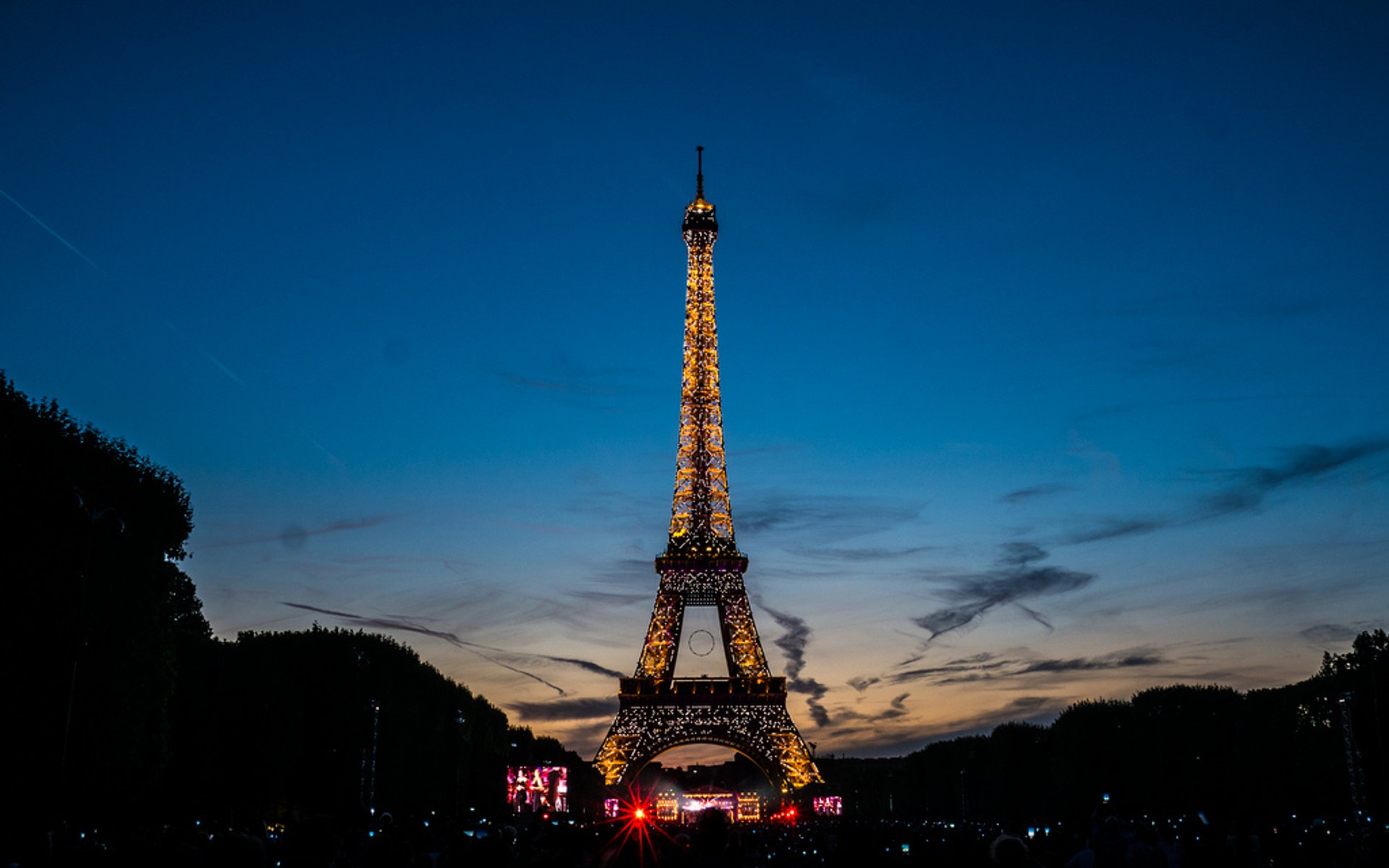 Best time for Eiffel Tower in Paris 2020