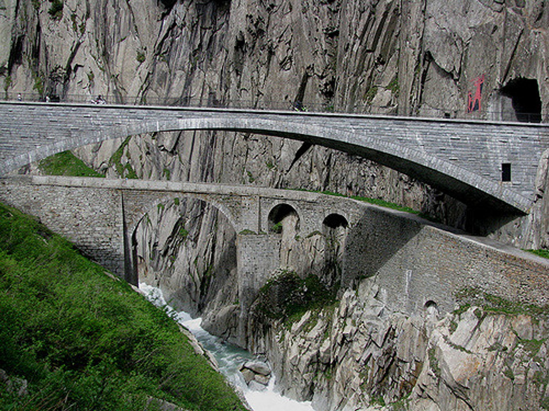 Best time for Teufelsbrücke or Devil's Bridge in Switzerland 2020