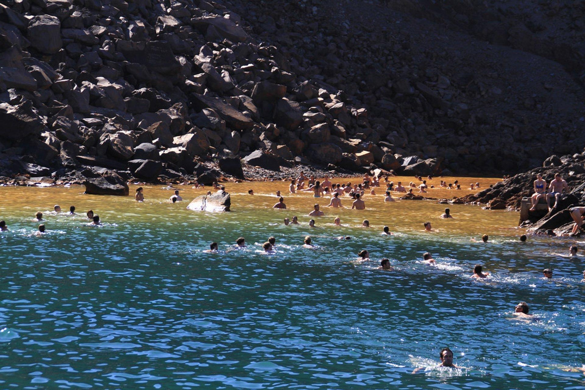 Best time to see Nea Kameni in Santorini 2019