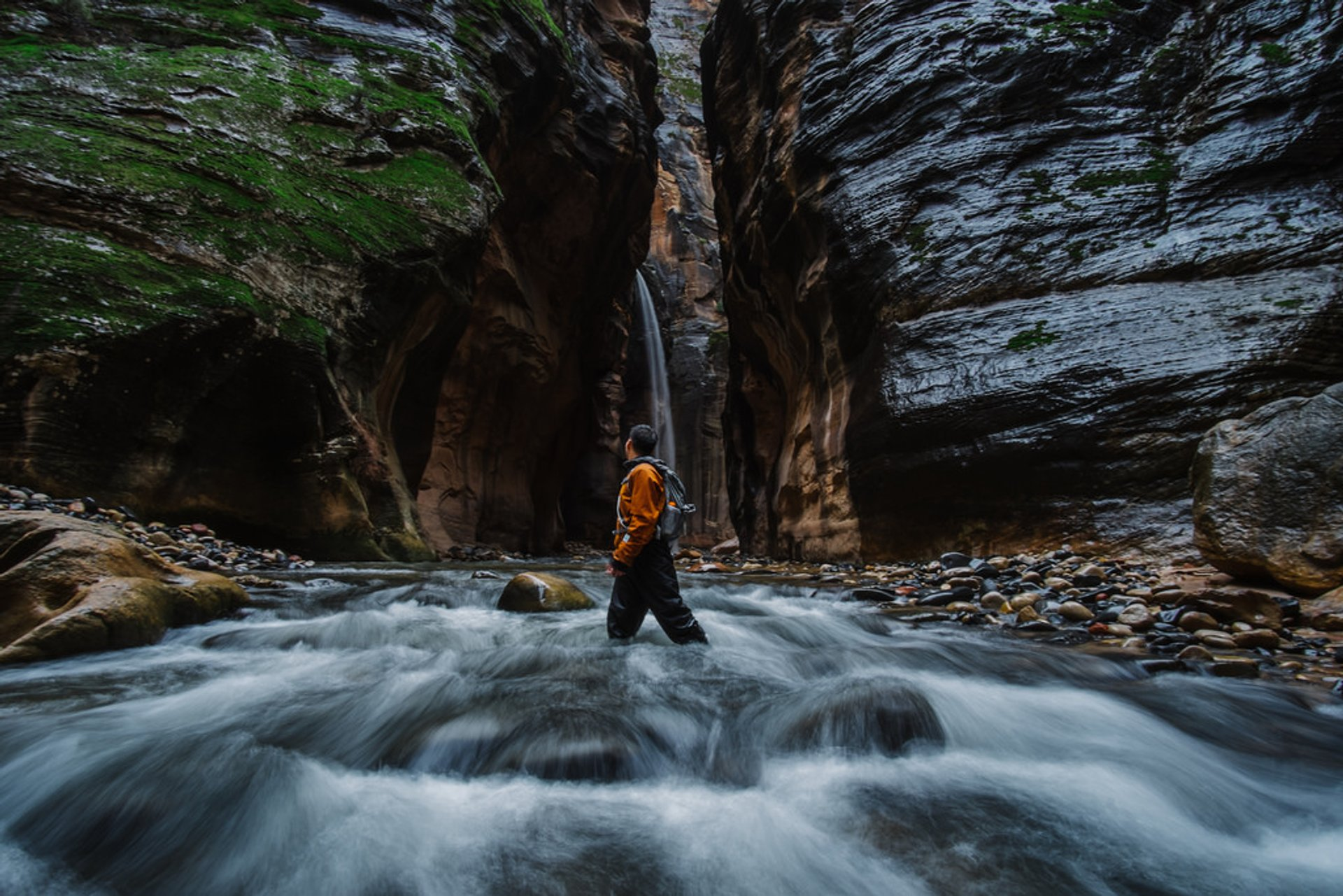 Hike the Narrows in Utah - Best Season 2020