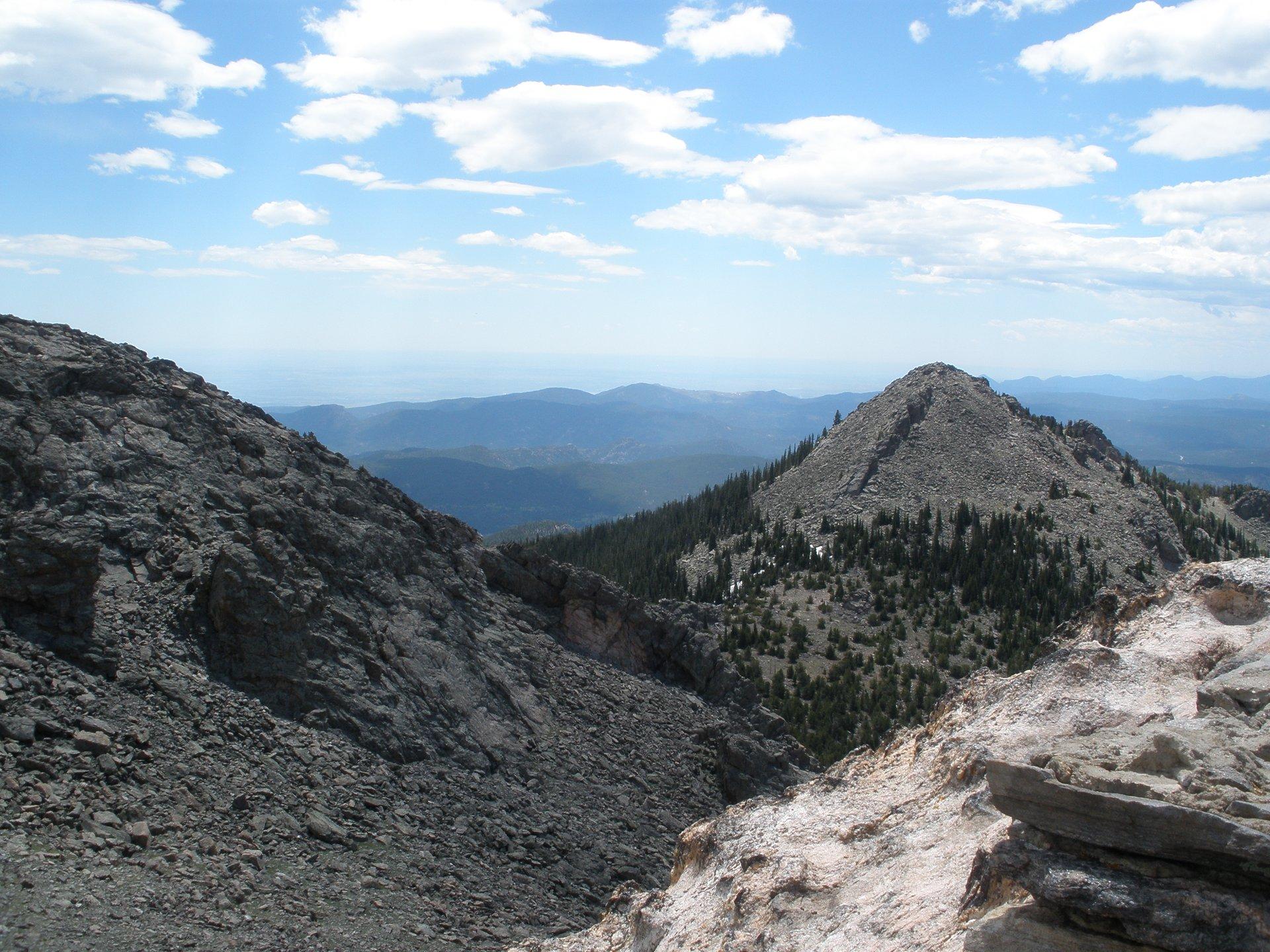 Twin Sisters Hike in Colorado - Best Season 2020