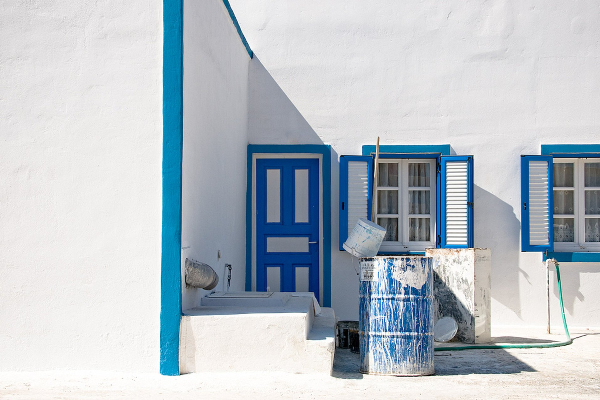 Whitewashing Houses in Santorini 2019 - Best Time