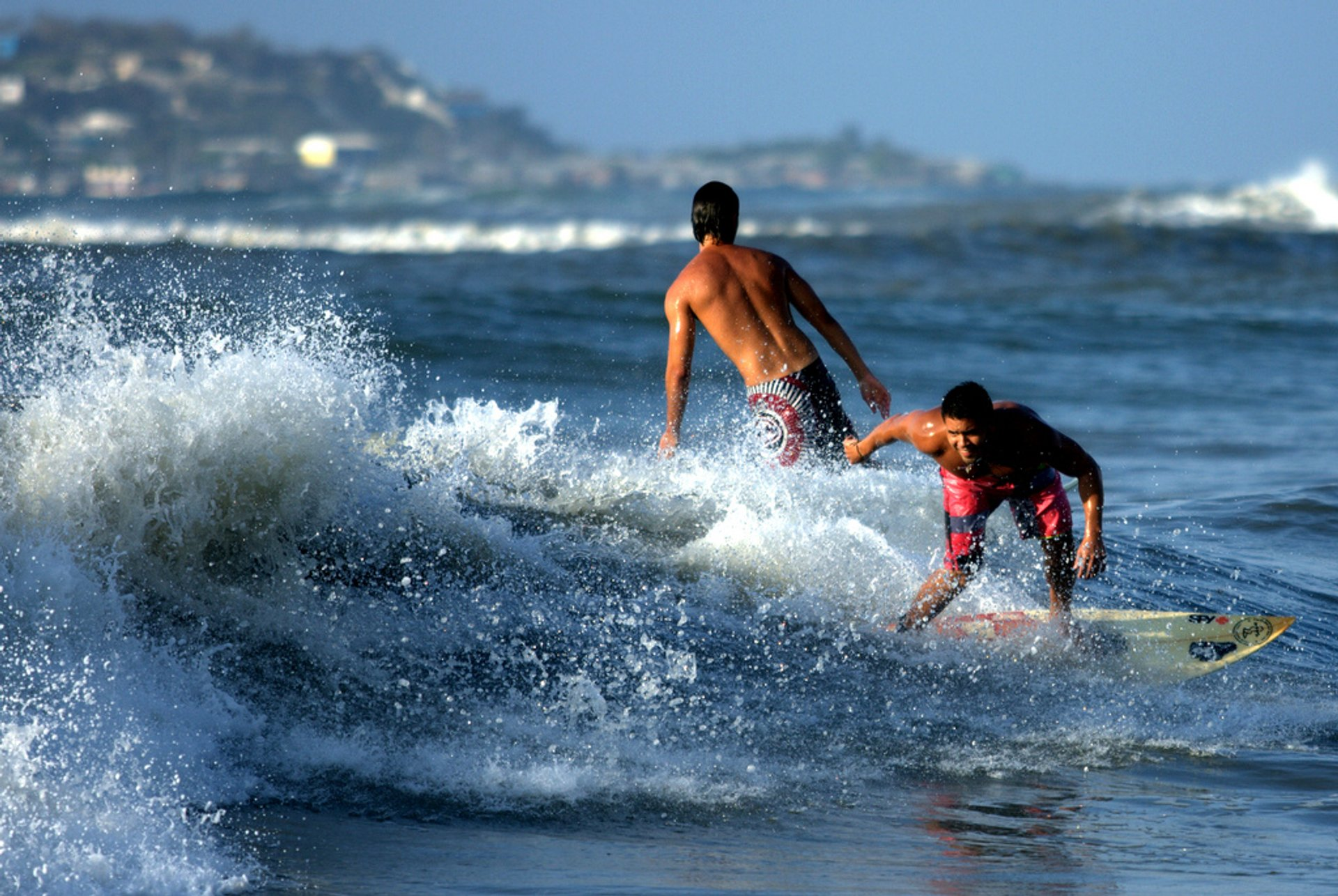 Surfing on the Caribbean Coast in Colombia 2020 - Best Time