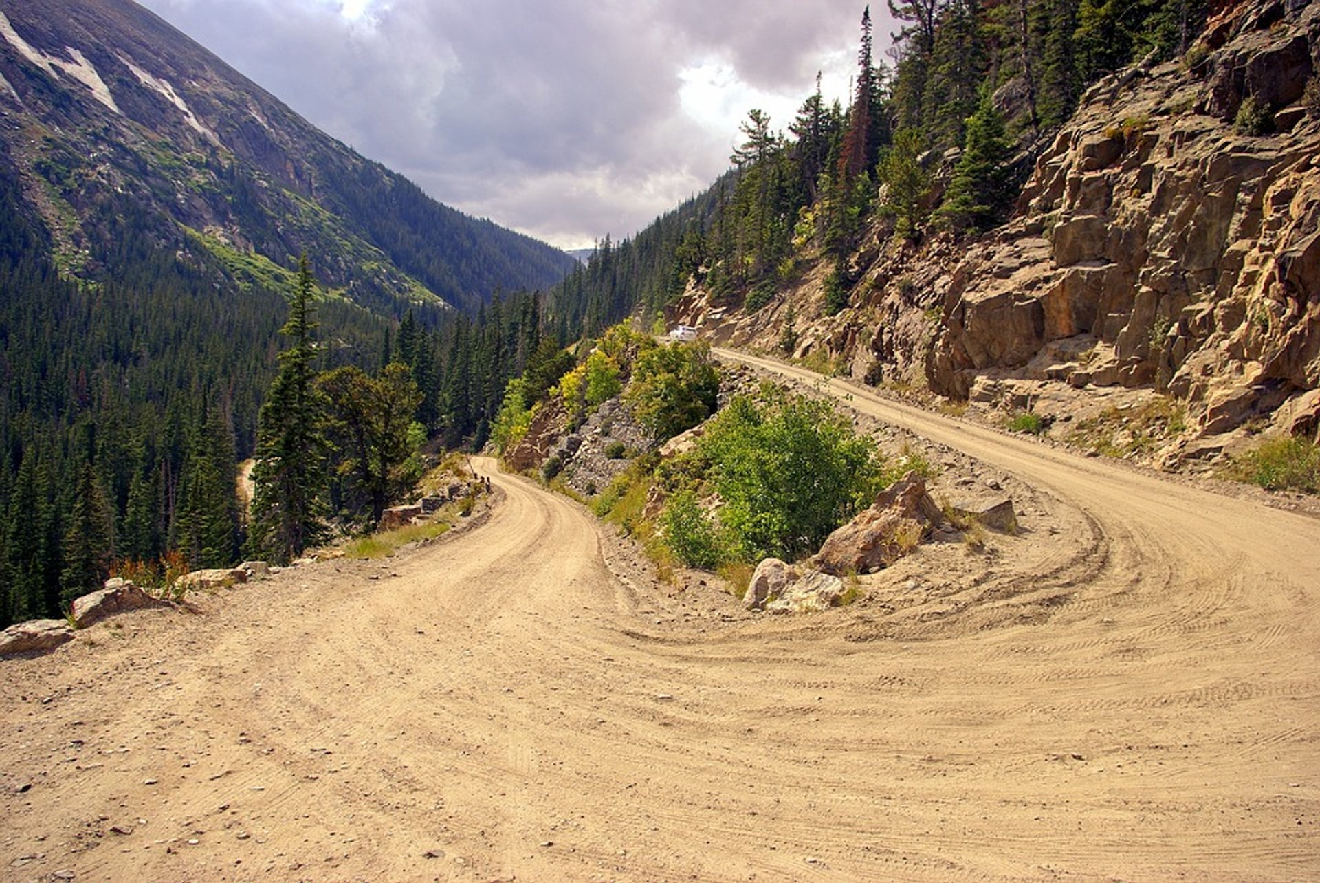 Old Fall River Road in Colorado - Best Season 2019