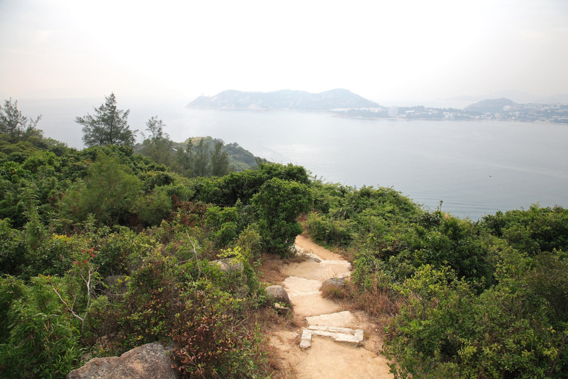 Hiking the Dragon's Back in Hong Kong - Best Season 2020