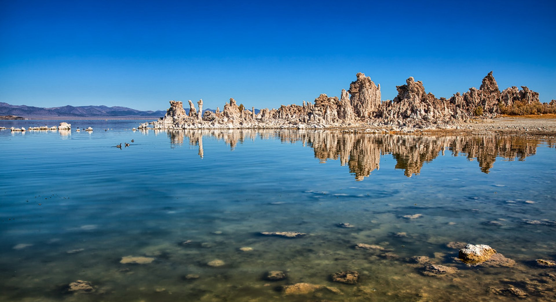 Best time to see Tufa Towers of Mono Lake in California
