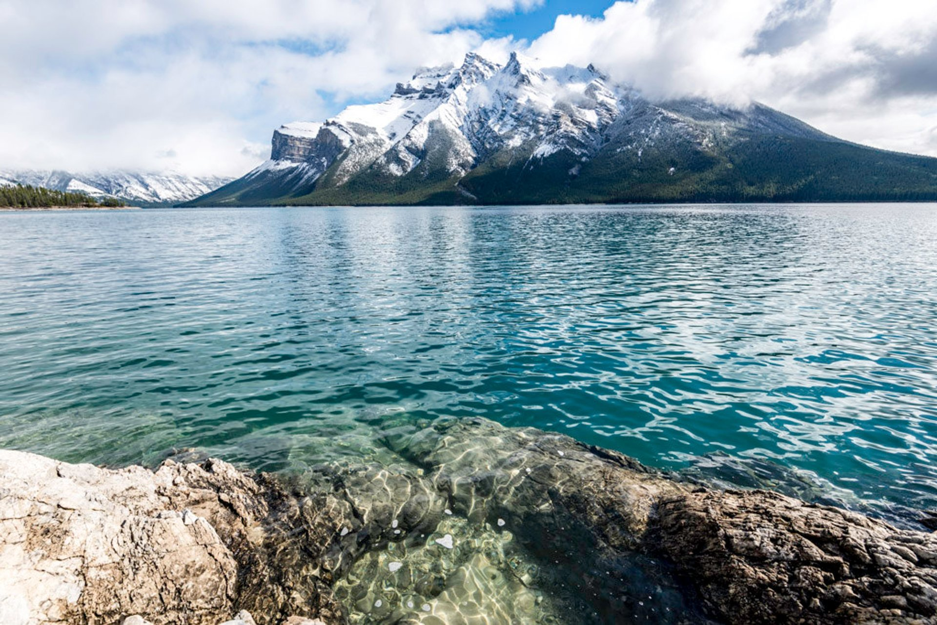 Lake Minnewanka Cruise in Banff & Jasper National Parks 2020 - Best Time
