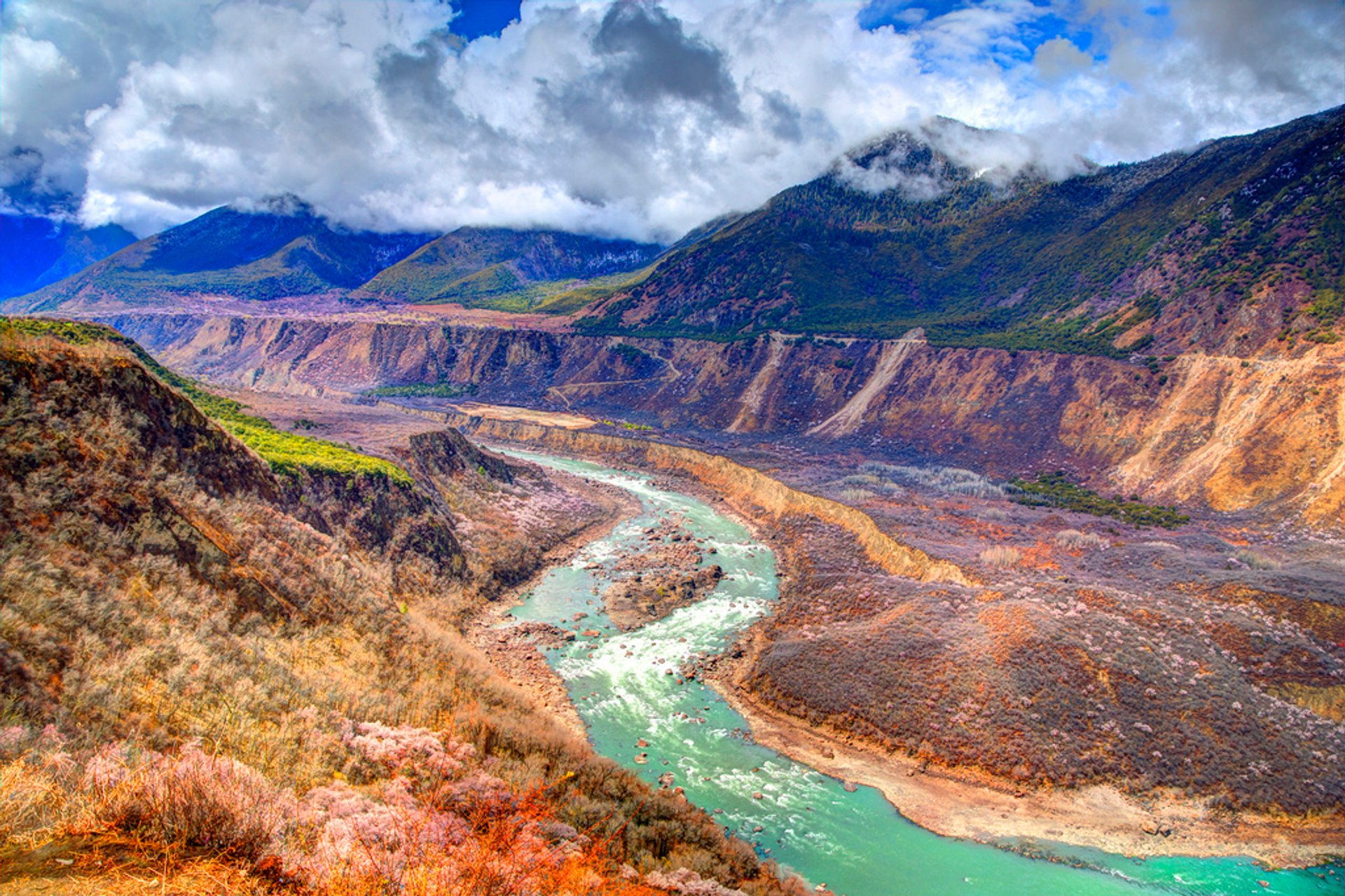 Yarlung Tsangpo Canyon in Tibet - Best Season 2019