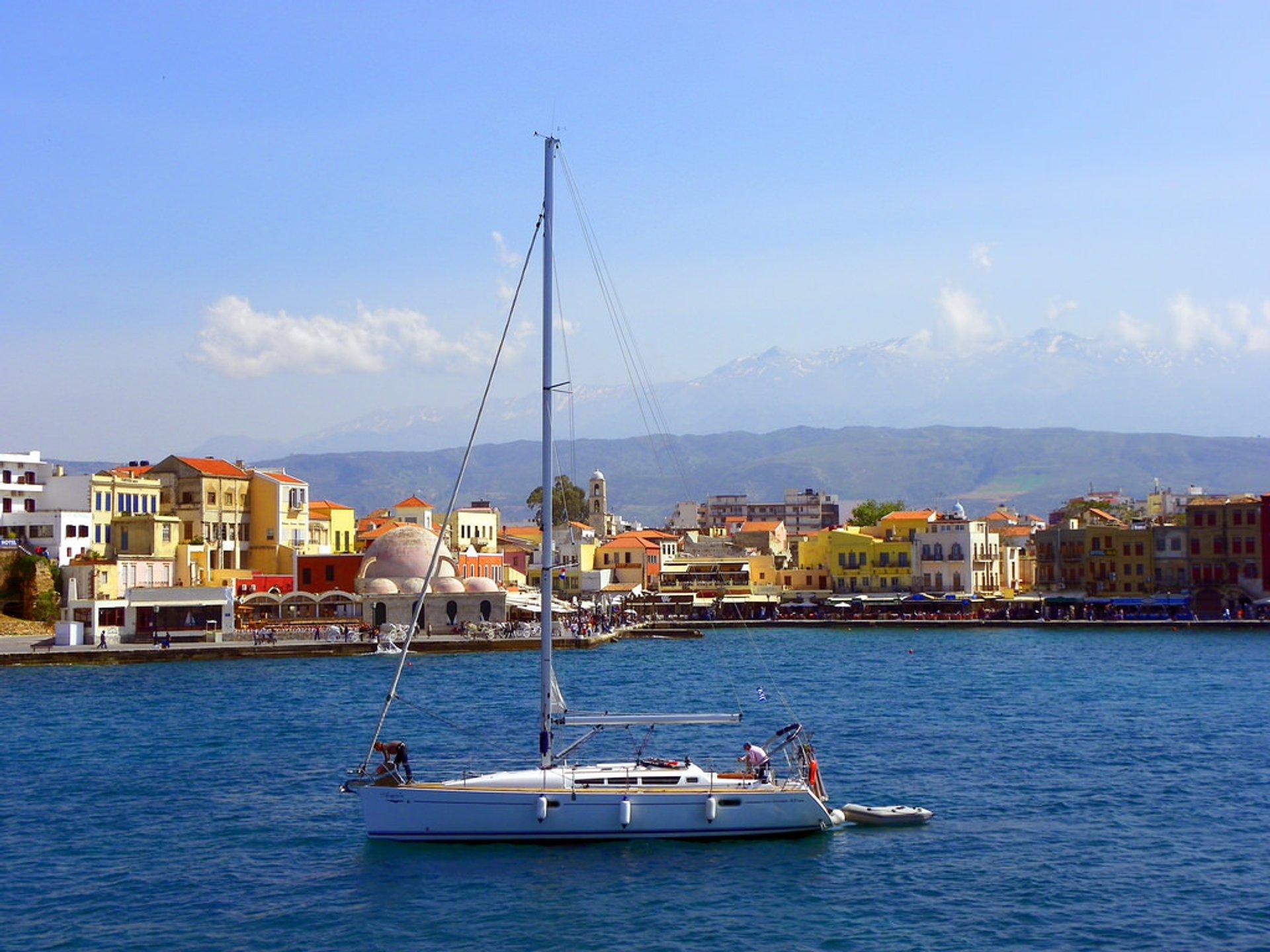 Sailing in Crete - Best Season 2020