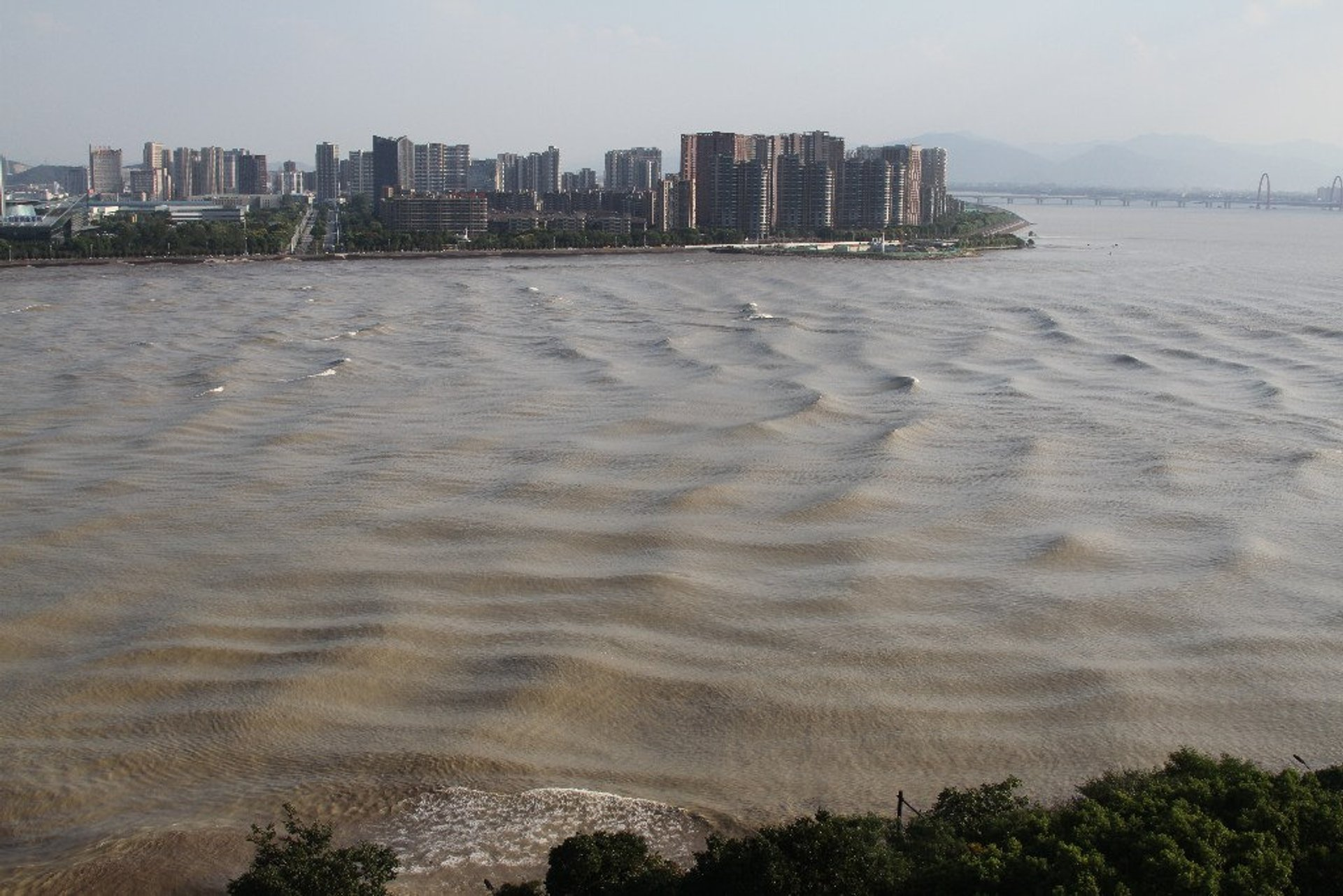 Qiantang River Tidal Bore in China - Best Season 2020