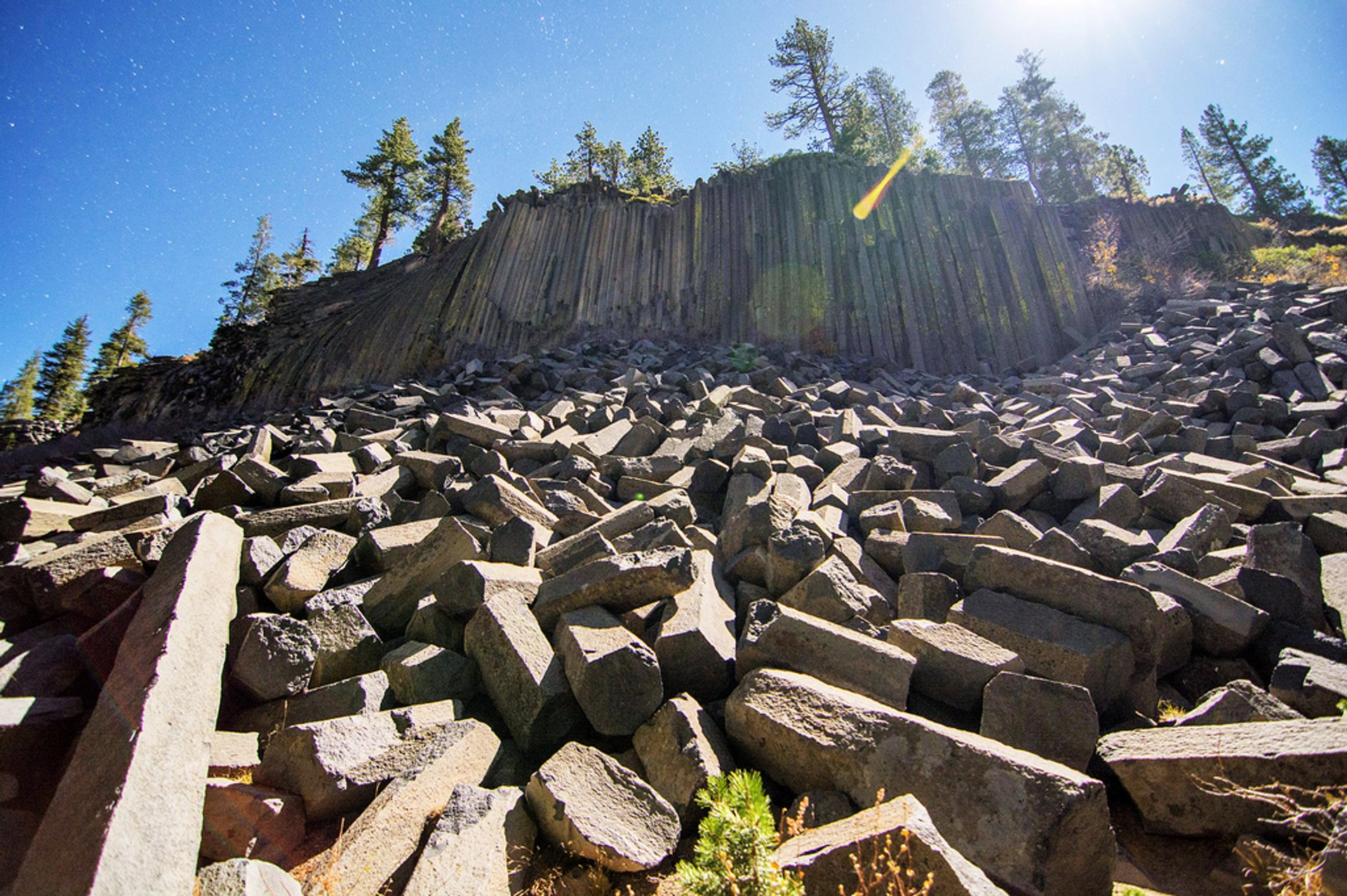 Devils Postpile National Monument in California - Best Season 2020