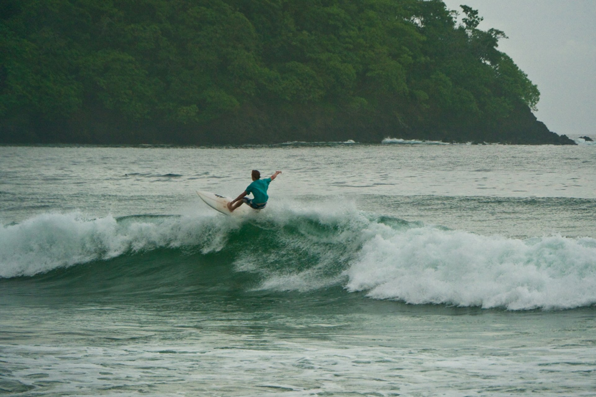 Best time to see Surfing Season in Panama 2020