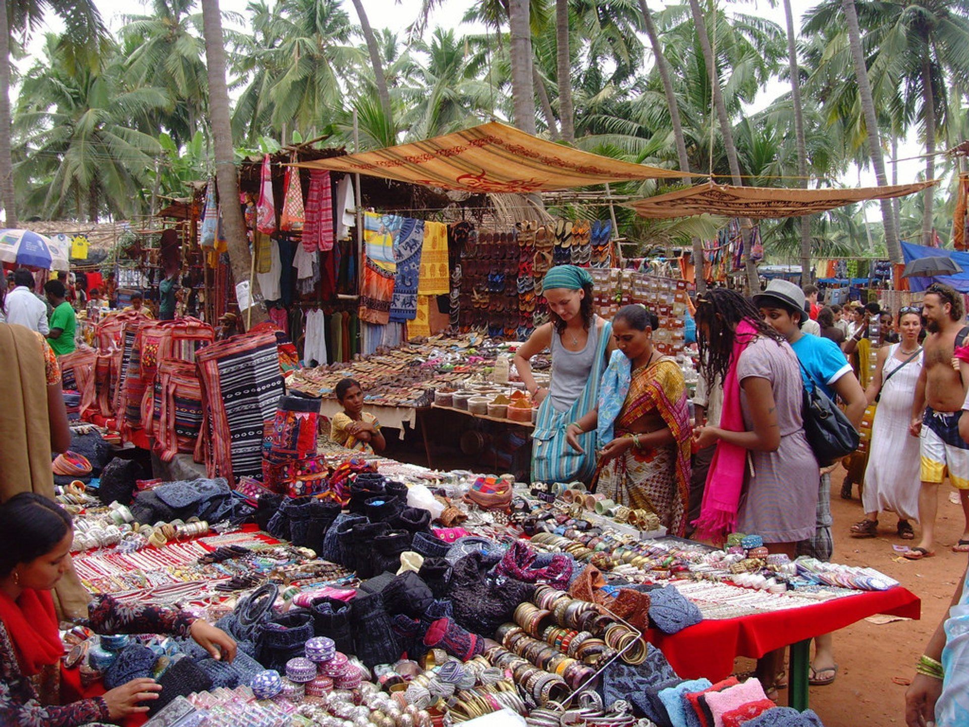 Anjuna Flea Market in Goa - Best Season 2019