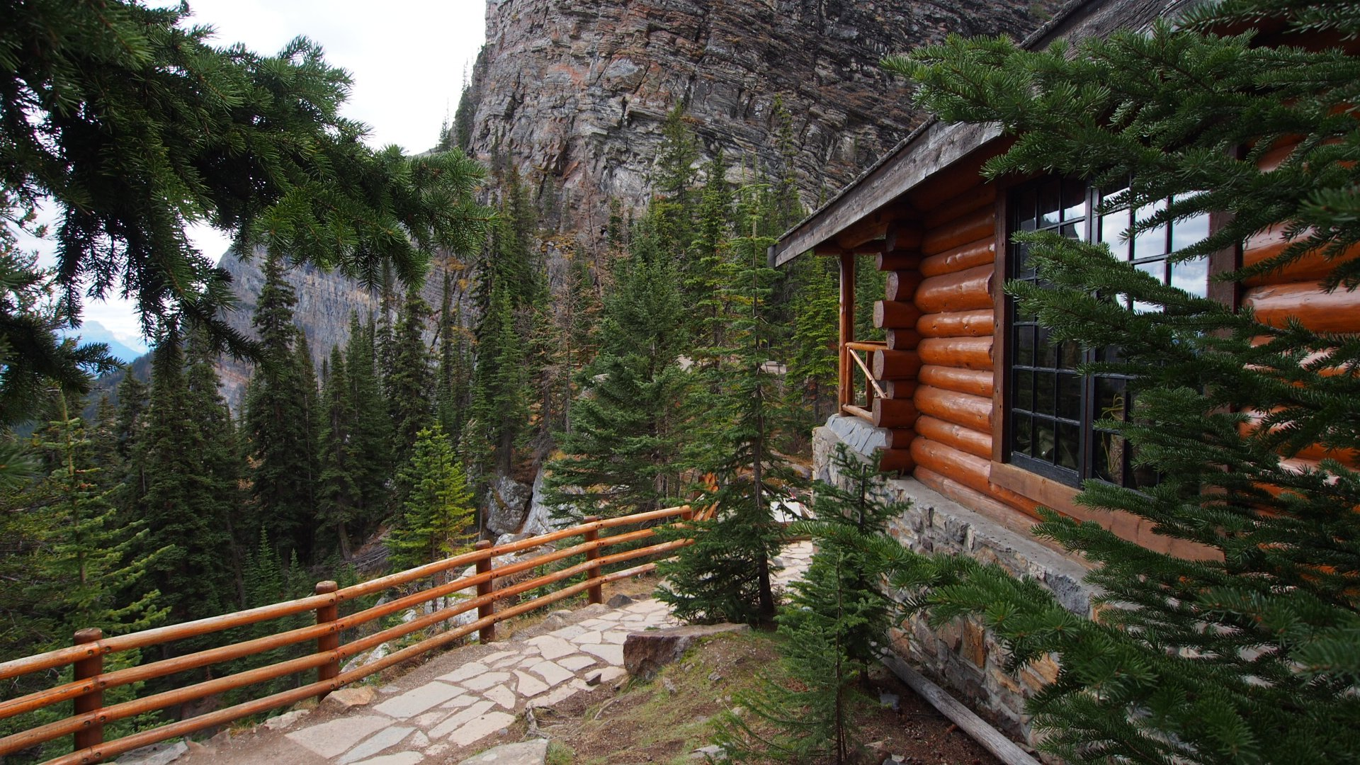 Lake Agnes Tea House in Banff & Jasper National Parks 2020 - Best Time