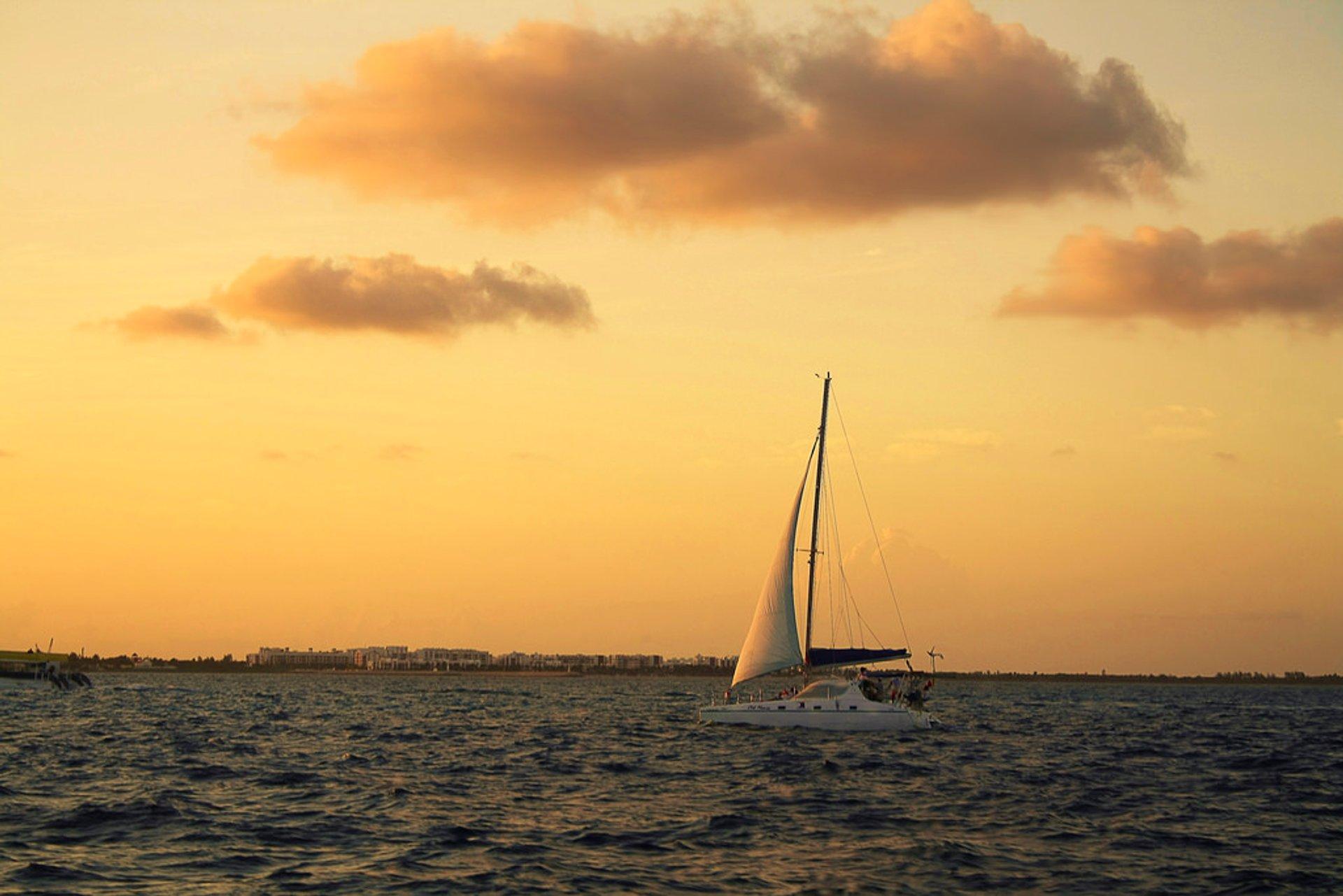Sailing in Cancun - Best Season 2020
