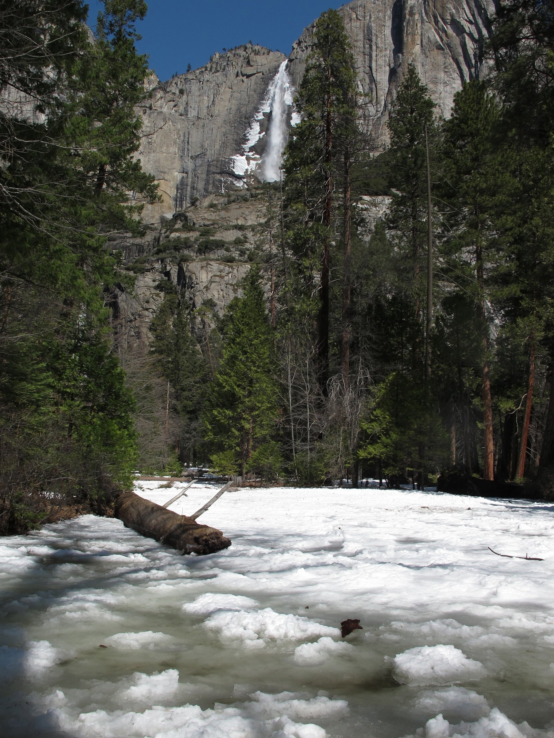 The Frazil Ice Phenomenon in Yosemite Falls in Yosemite - Best Season 2020