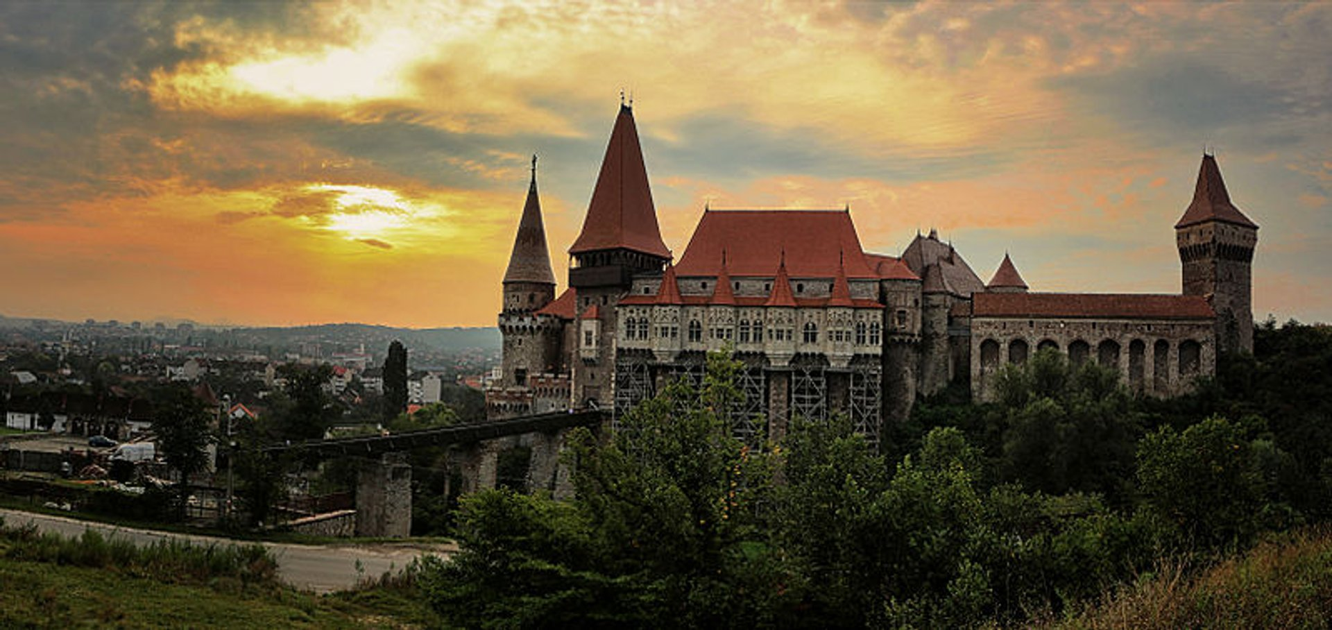 Best time for Corvin Castle (Castelul Corvinilor) 2020