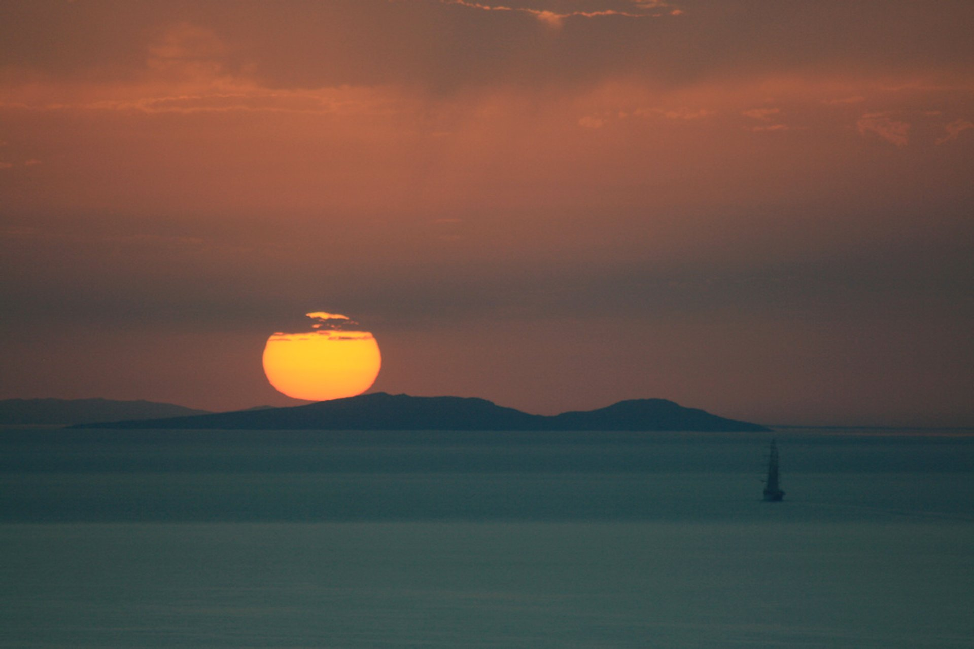 Breathtaking Sunsets in Santorini - Best Season 2019