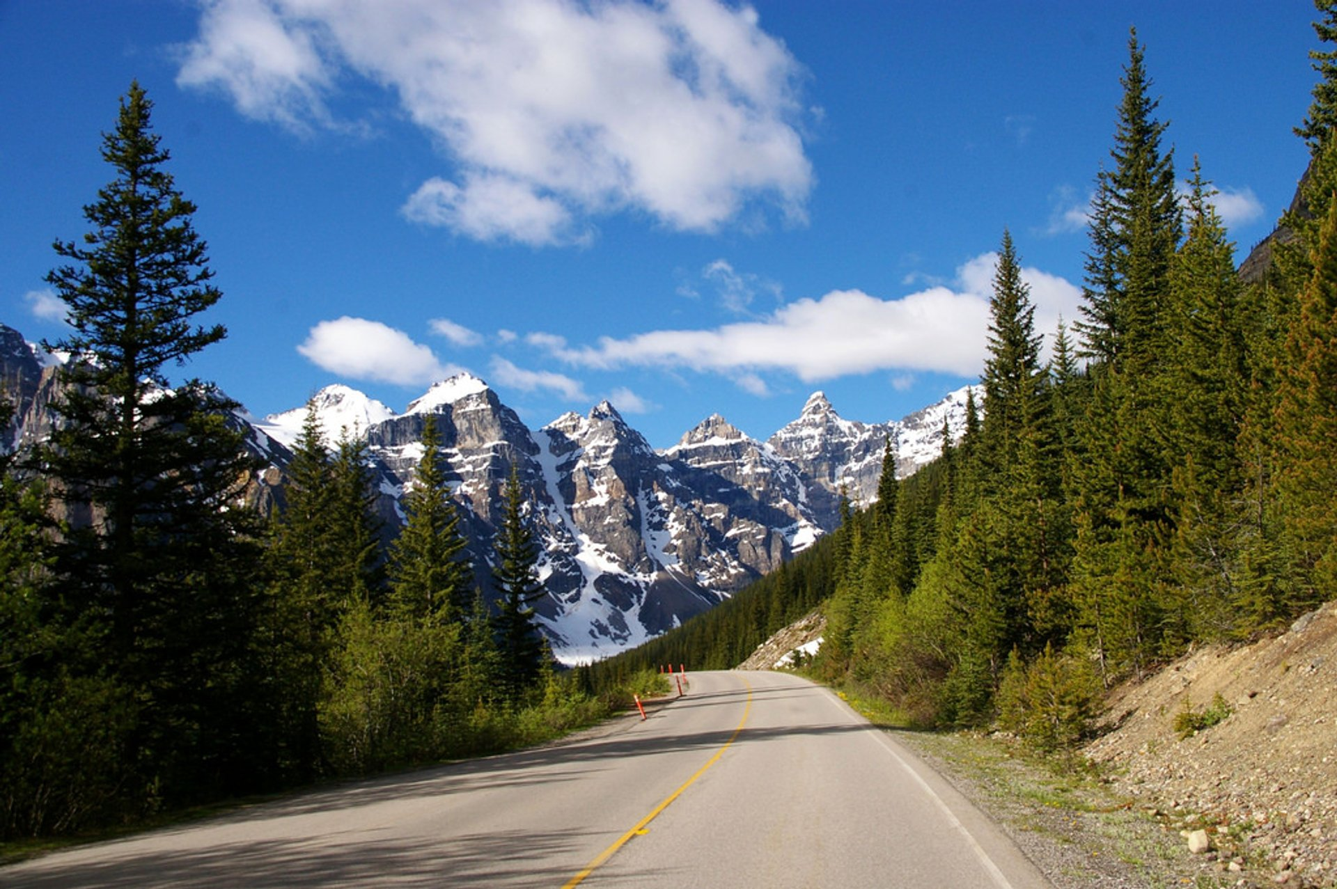 Road to Moraine Lake 2019