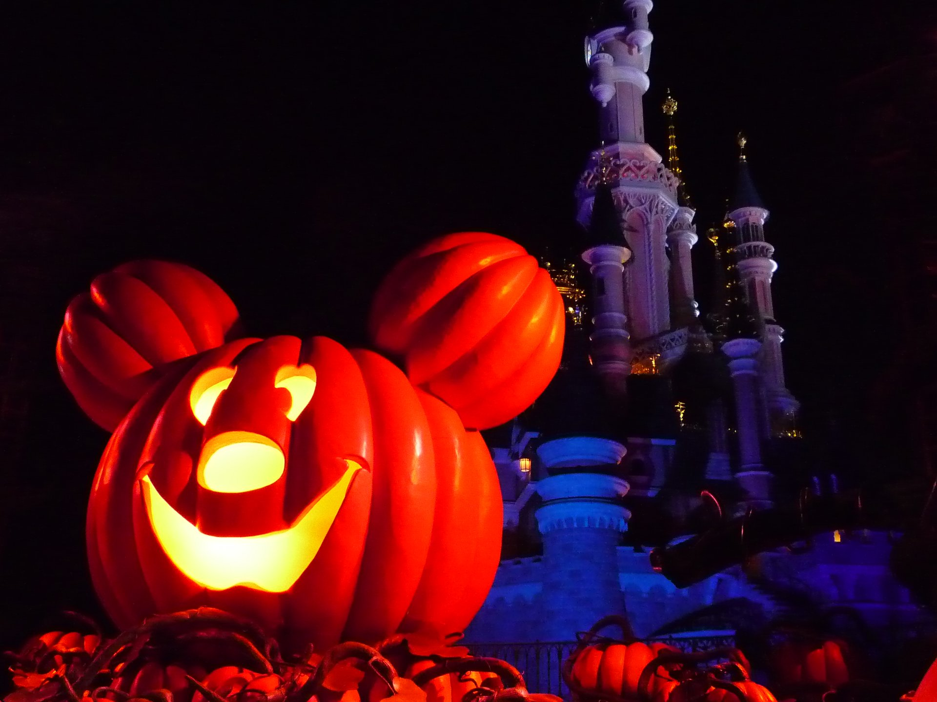 Halloween in Paris 2020 - Best Time