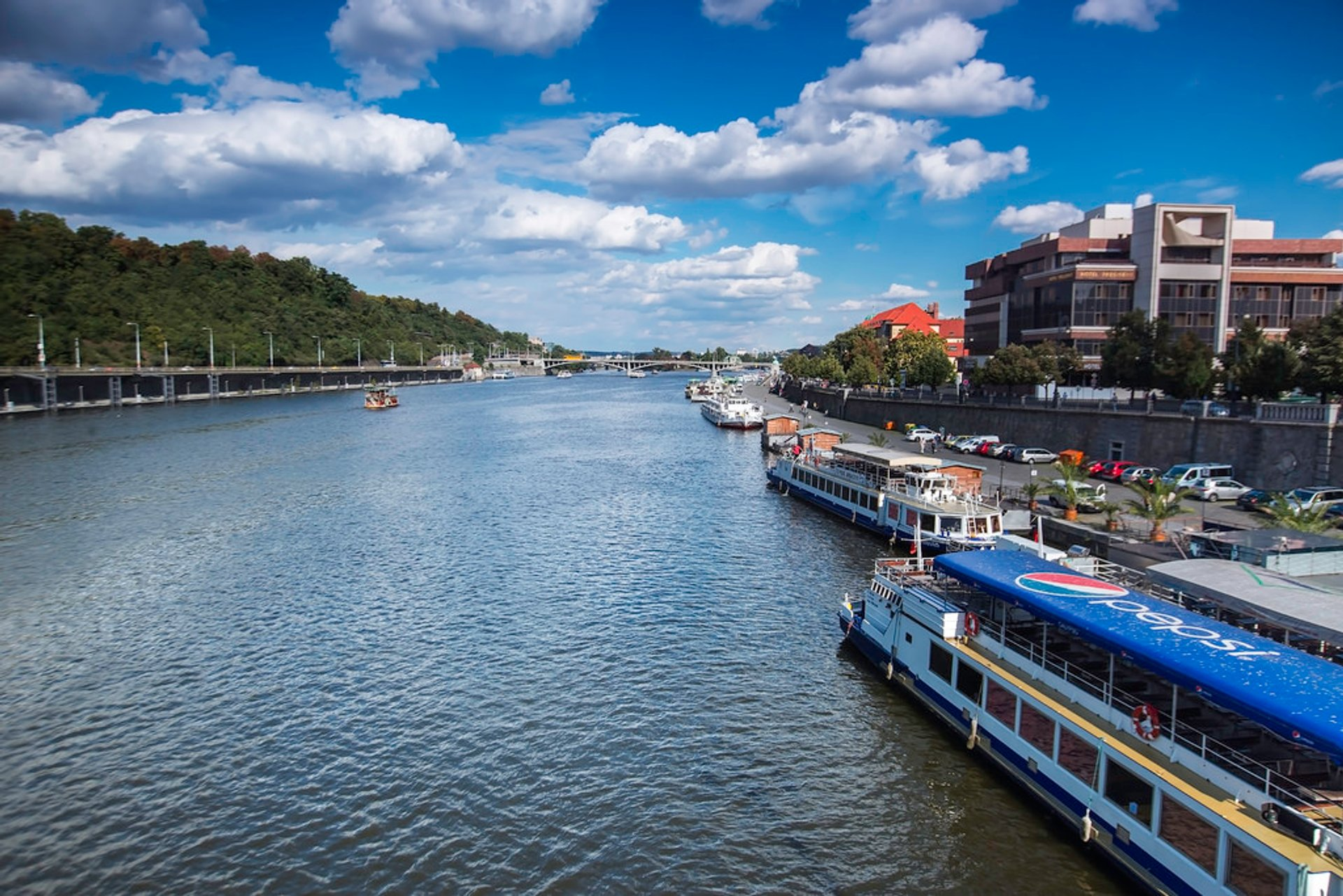 Best time for Summertime River Cruise in Prague