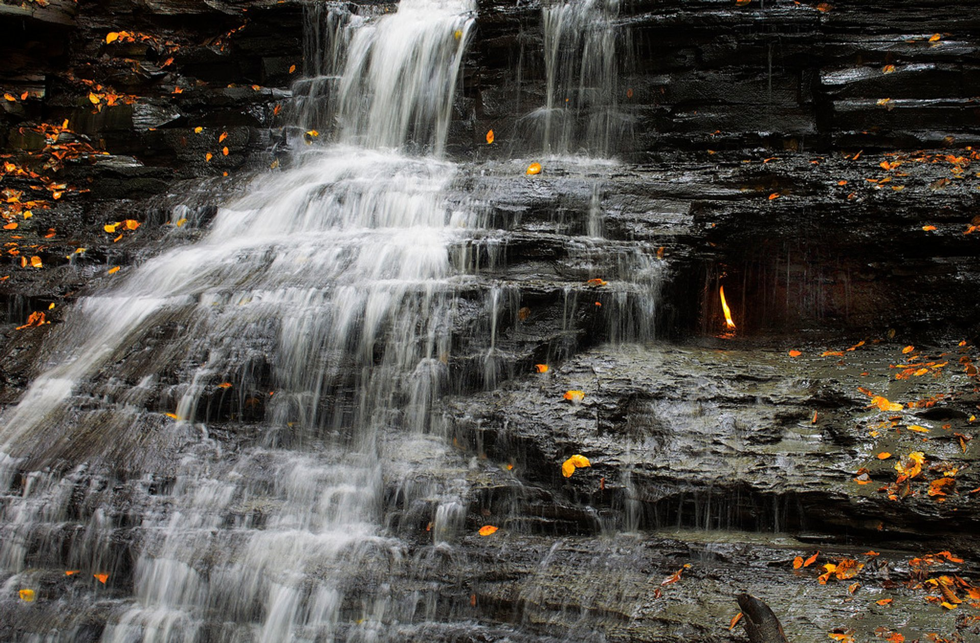 Best time for Eternal Flame Falls in Niagara Falls 2020