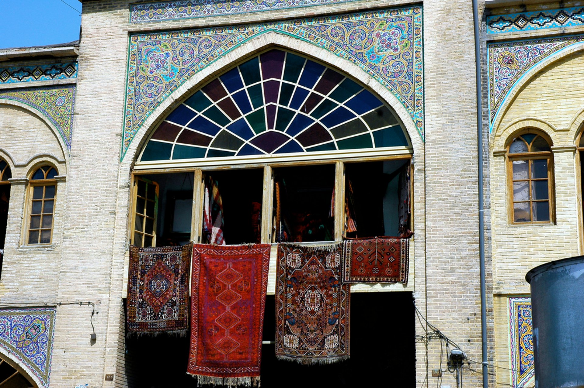 Persian Rugs in Iran 2020 - Best Time