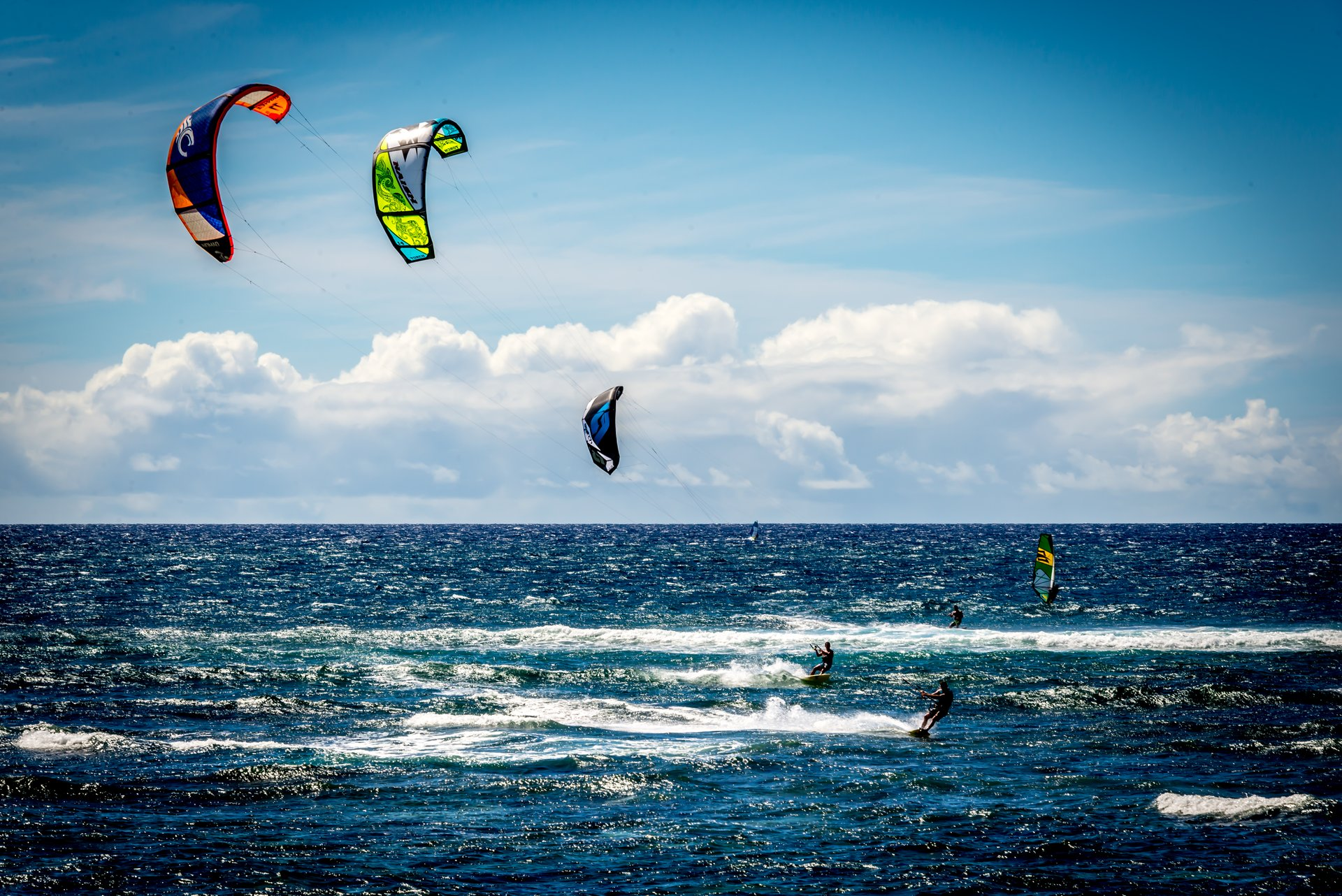 Best time for Kitesurfing and Windsurfing in Hawaii 2021 - Rove.me