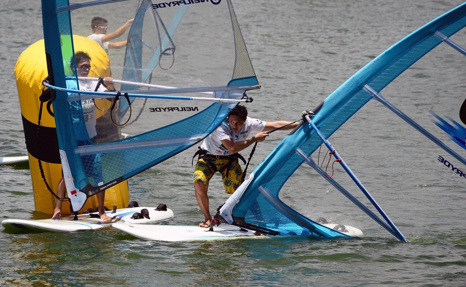 Kitesurfing and Windsurfing  in Singapore - Best Season 2020