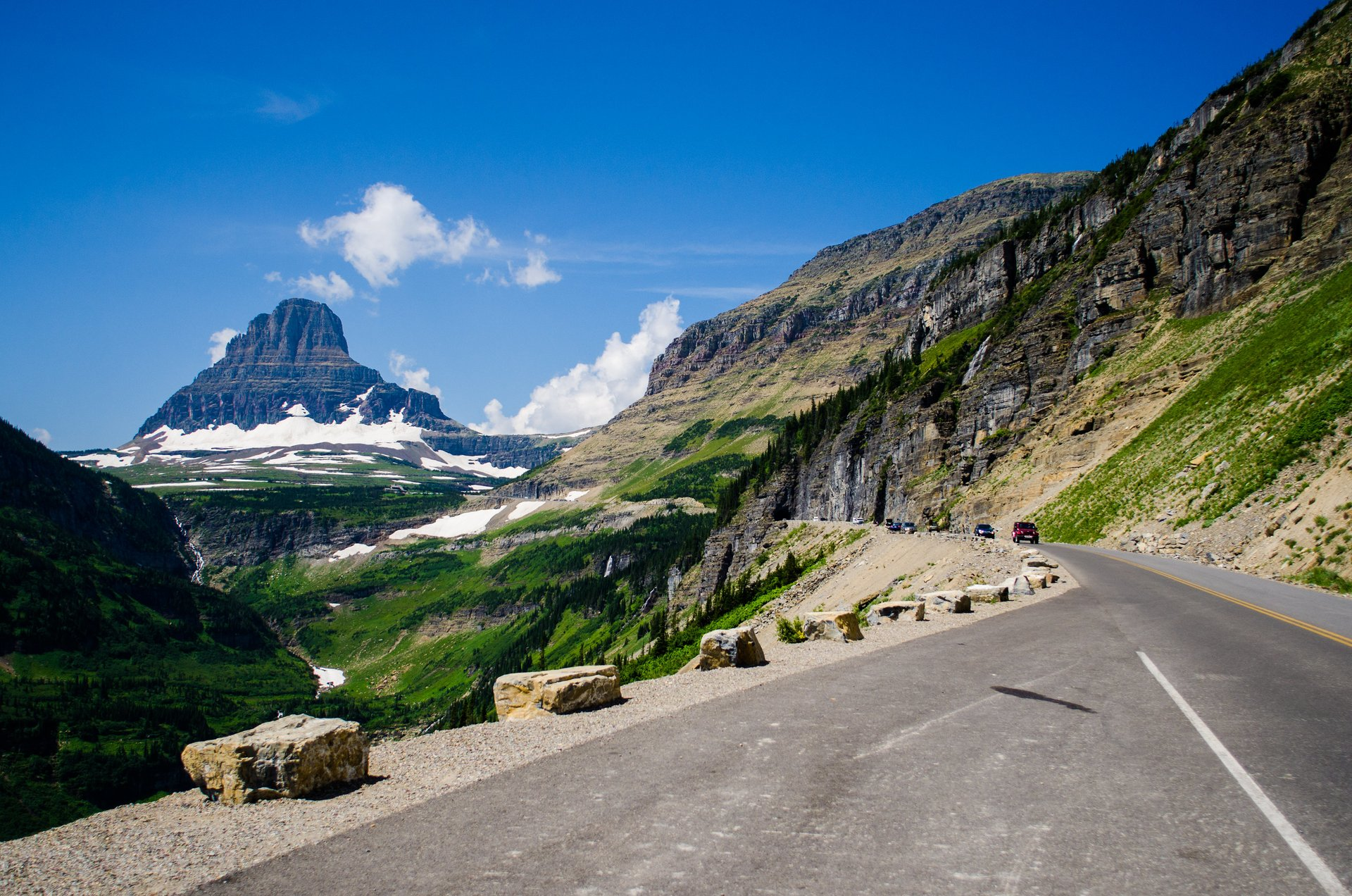 Approaching Logan Pass with views over the Clements Mountain 2020