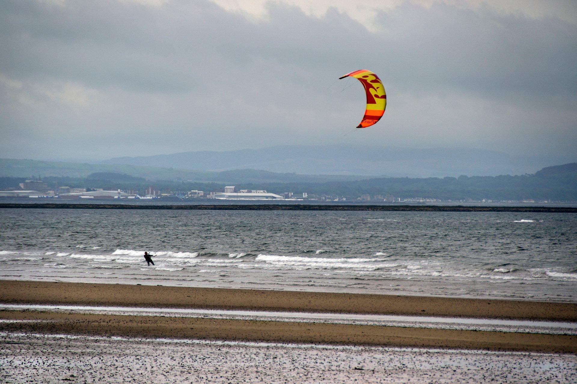Kitesurfing & Windsurfing in The United Kingdom 2020 - Best Time