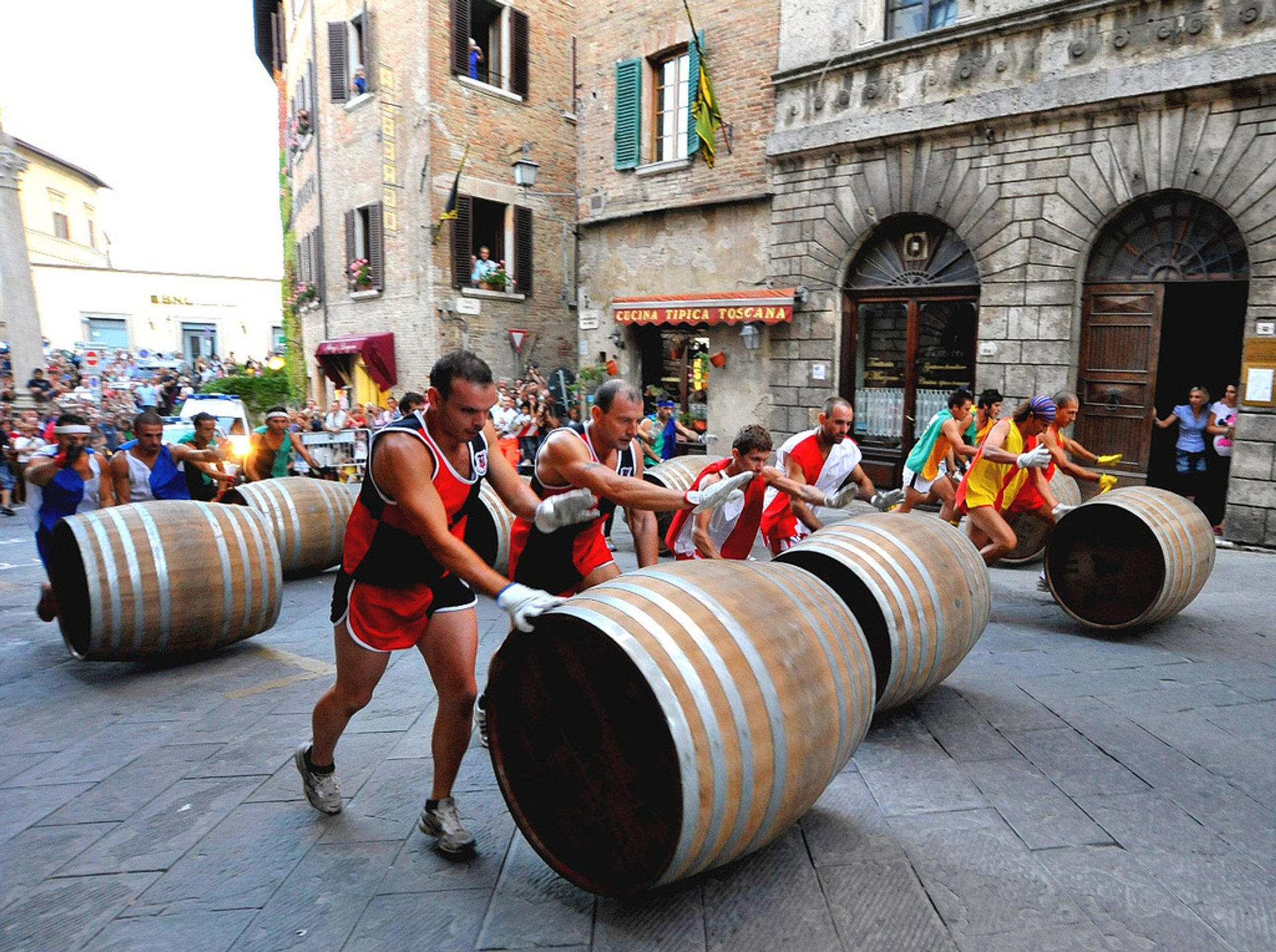 Best time to see Bravio delle Botti in Tuscany 2020