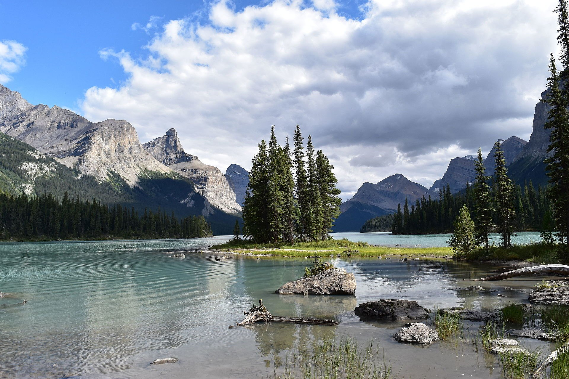 Lake Minnewanka Cruise in Banff & Jasper National Parks - Best Season 2020