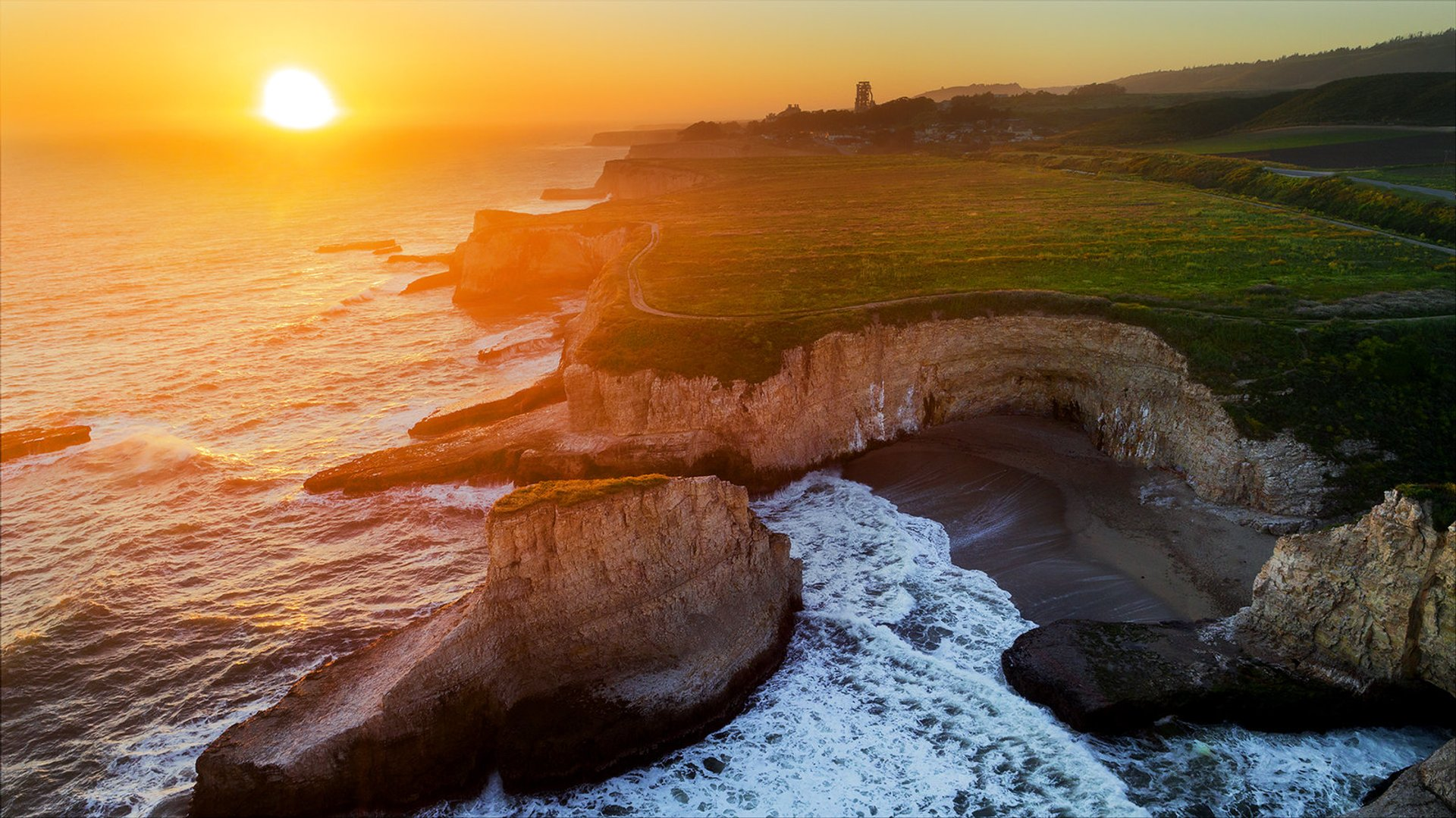 Best time to see Shark Fin Cove in San Francisco 2020