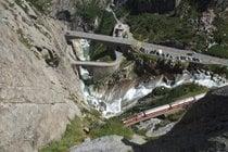 Teufelsbrücke o Puente del Diablo