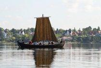 Navíos vikingos de vela